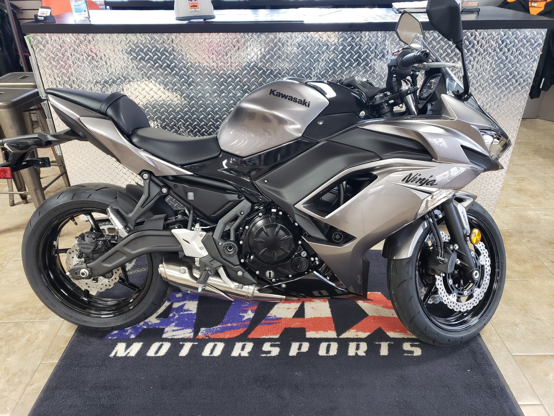 2021 Kawasaki Ninja 650 ABS in Oklahoma City, Oklahoma - Photo 2
