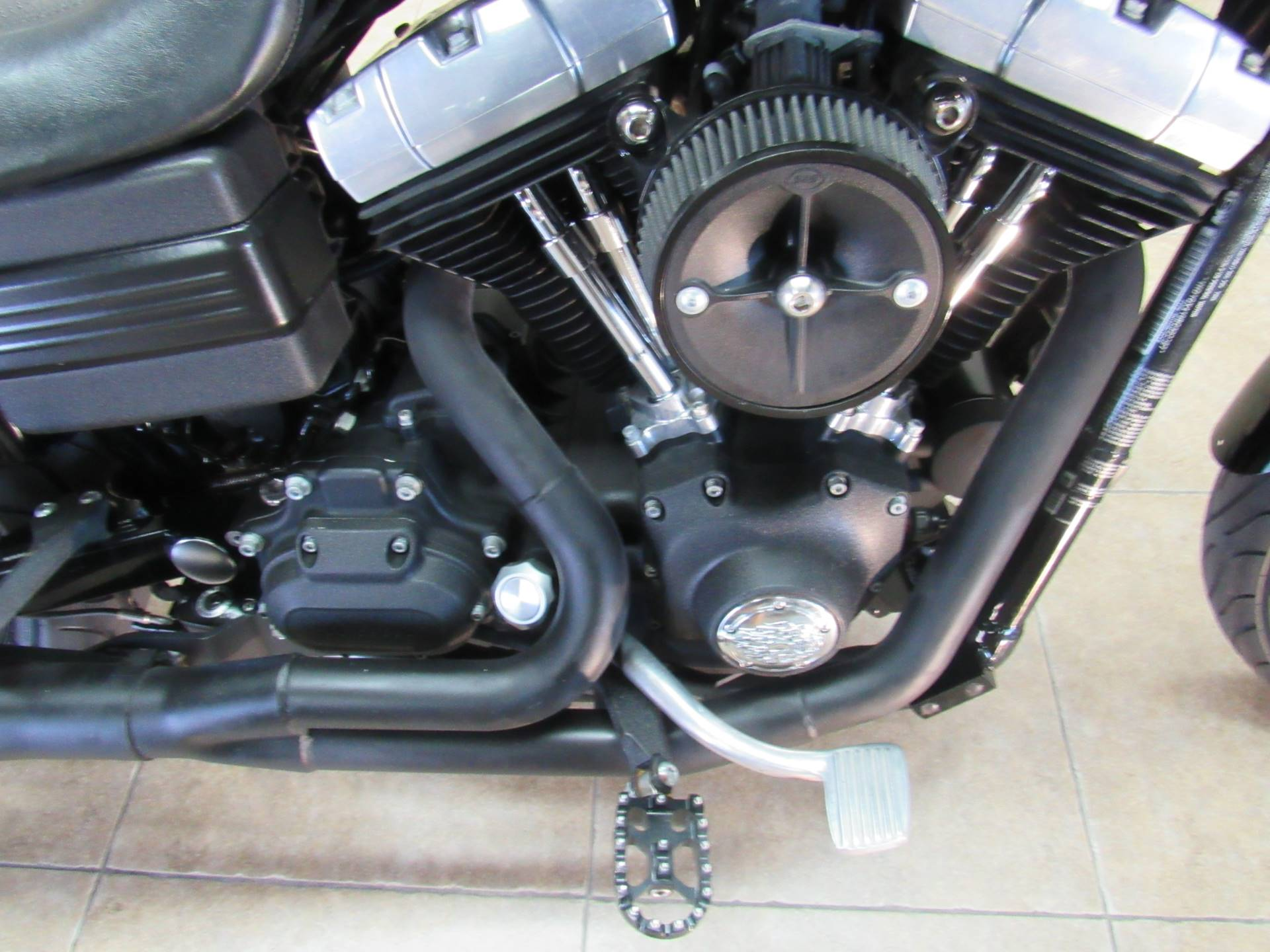 2011 Harley-Davidson Dyna® Street Bob® in Temecula, California - Photo 8