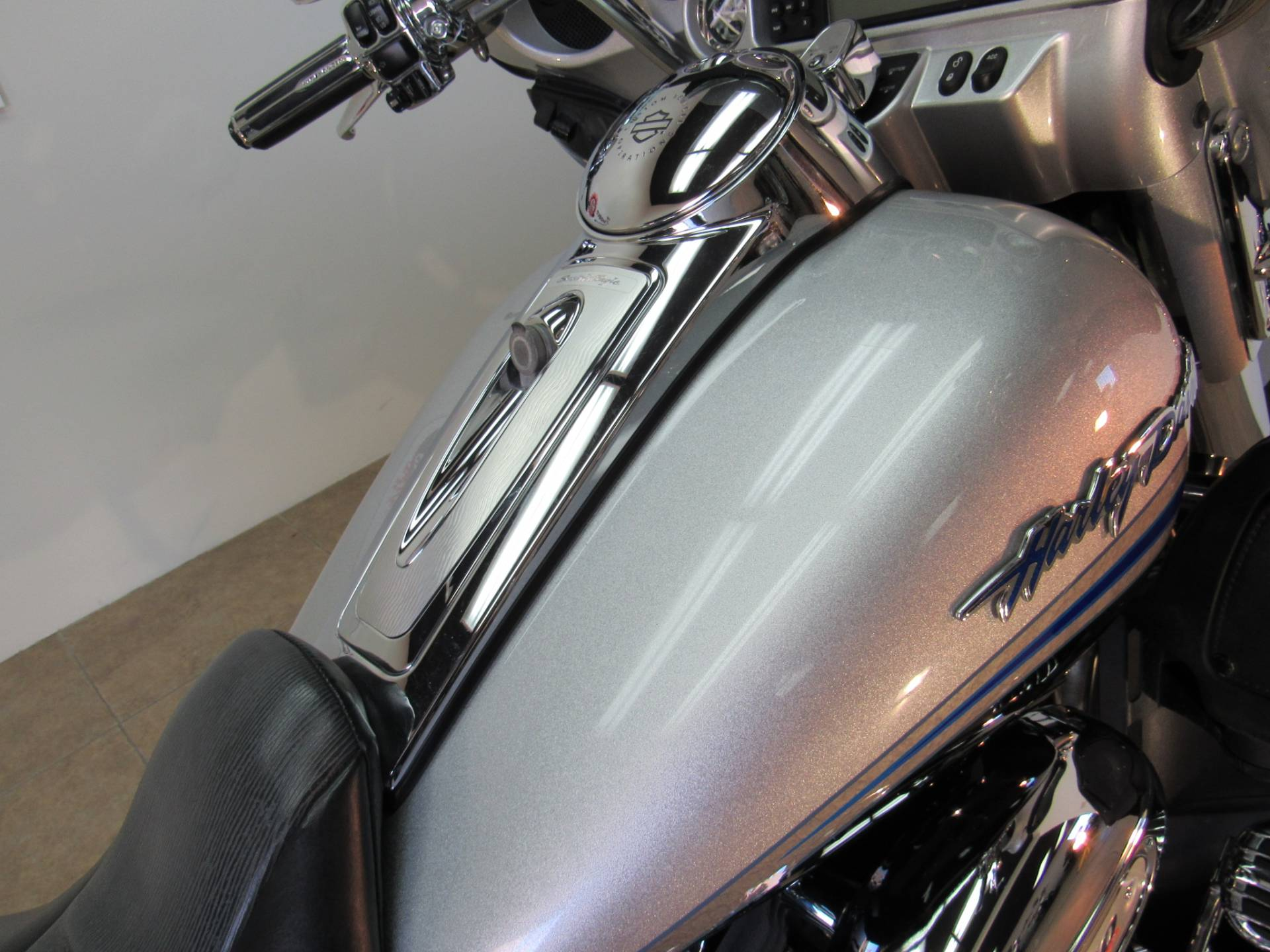 2009 Harley-Davidson CVO™ Ultra Classic® Electra Glide® in Temecula, California - Photo 17