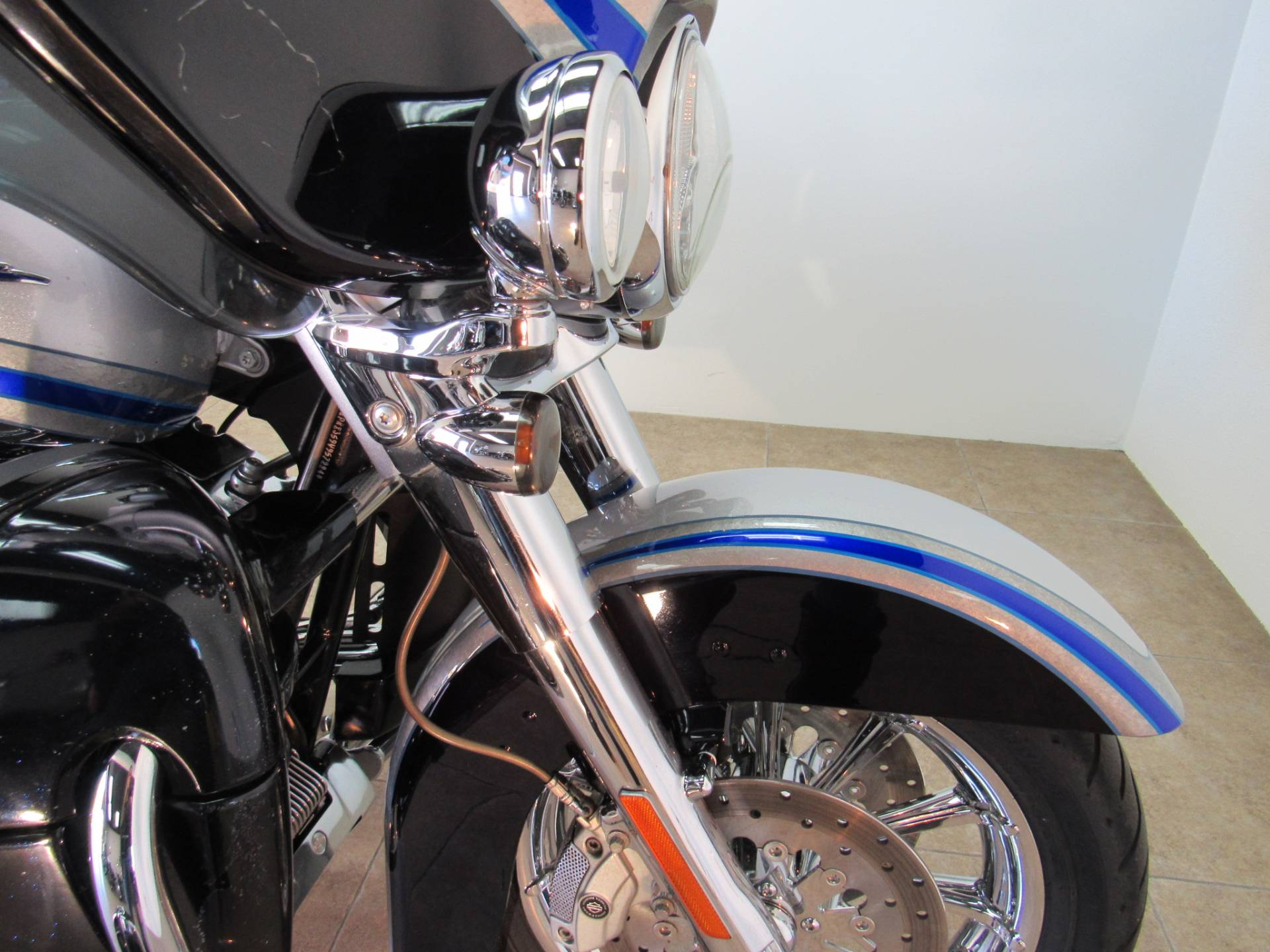 2009 Harley-Davidson CVO™ Ultra Classic® Electra Glide® in Temecula, California - Photo 6