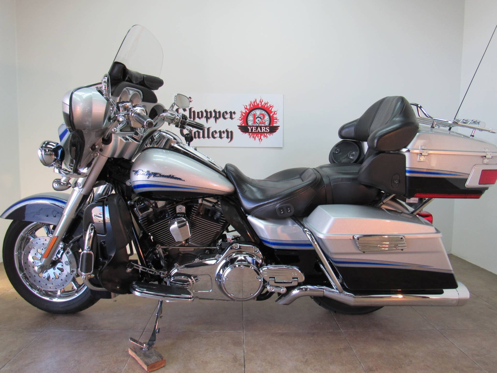 2009 Harley-Davidson CVO™ Ultra Classic® Electra Glide® in Temecula, California - Photo 2