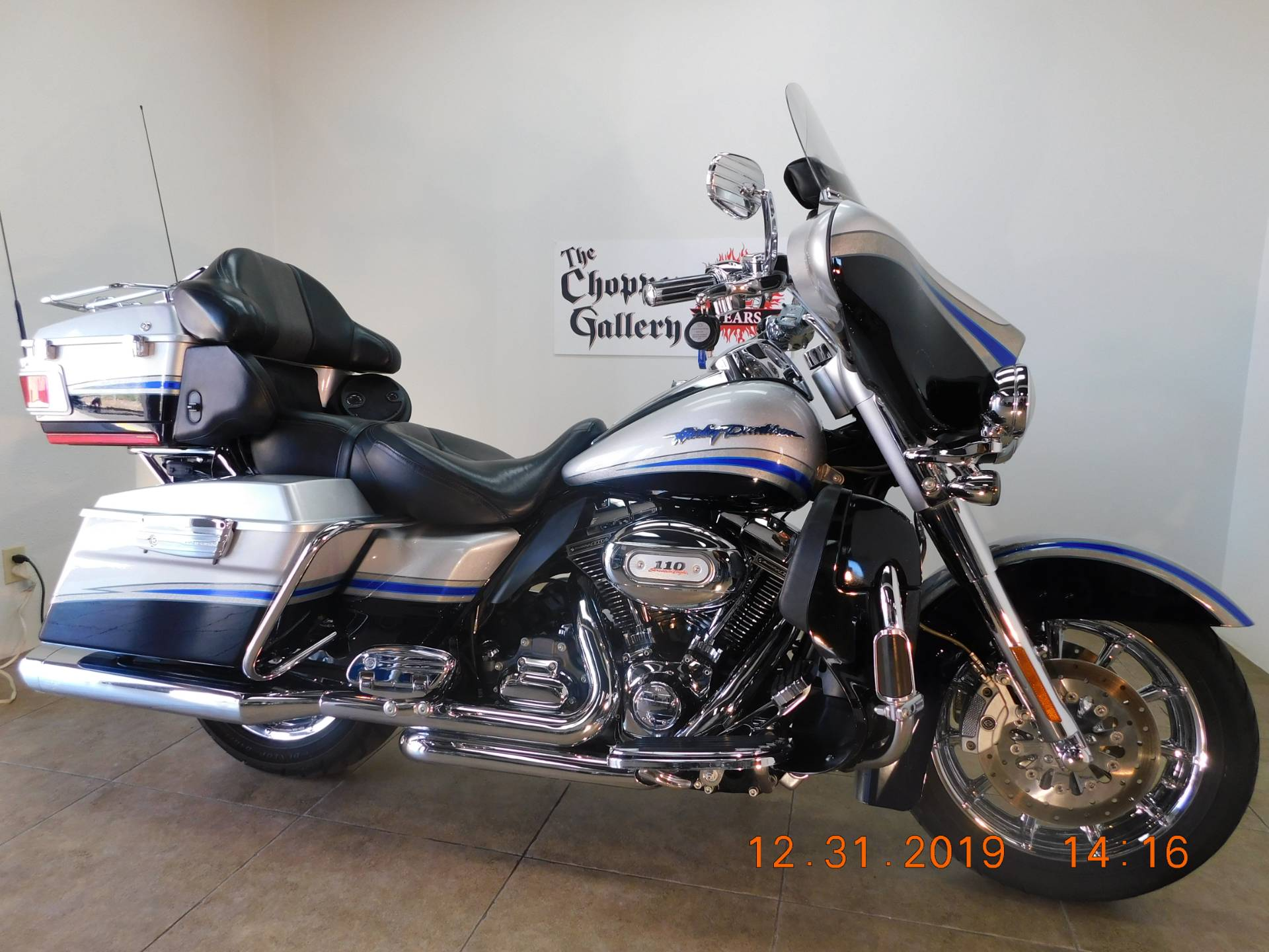 2009 Harley-Davidson CVO™ Ultra Classic® Electra Glide® in Temecula, California - Photo 3