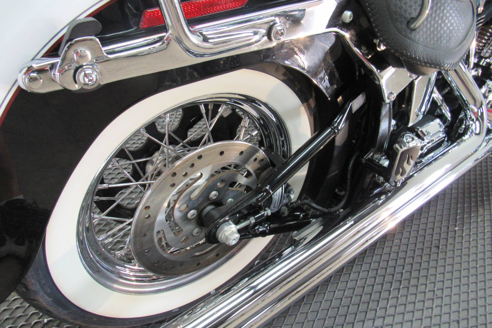 2006 Harley-Davidson Softail® Deluxe in Temecula, California - Photo 17
