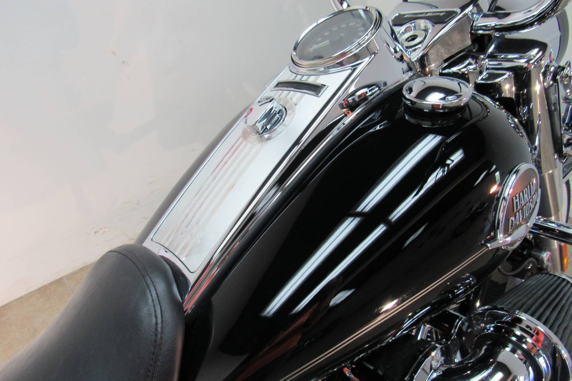 2009 Harley-Davidson Road King® Classic in Temecula, California - Photo 17