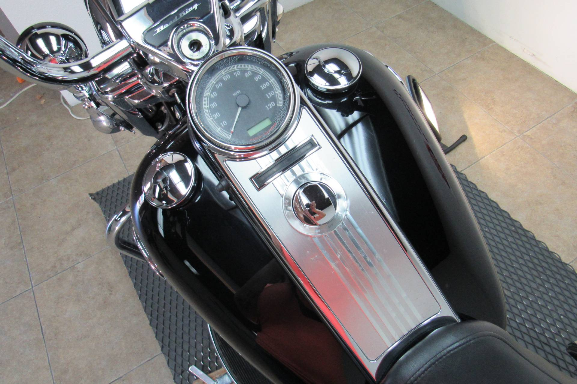 2009 Harley-Davidson Road King® Classic in Temecula, California - Photo 26