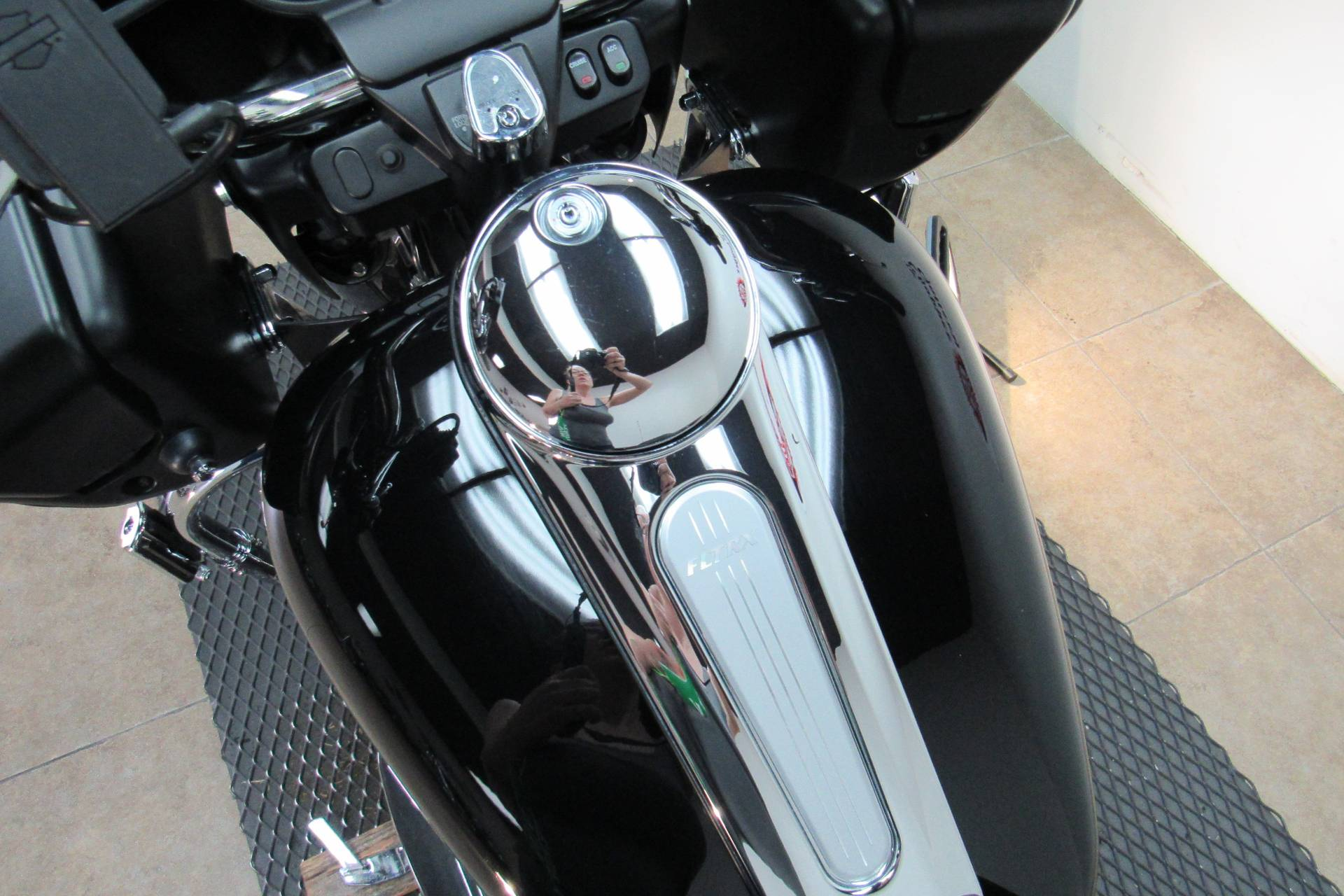 2013 Harley-Davidson Road Glide® Custom in Temecula, California - Photo 27