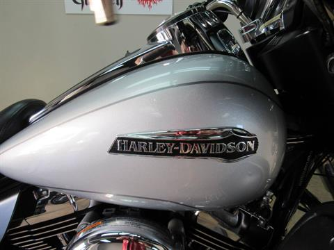 2015 Harley-Davidson Electra Glide® Ultra Classic® in Temecula, California - Photo 9