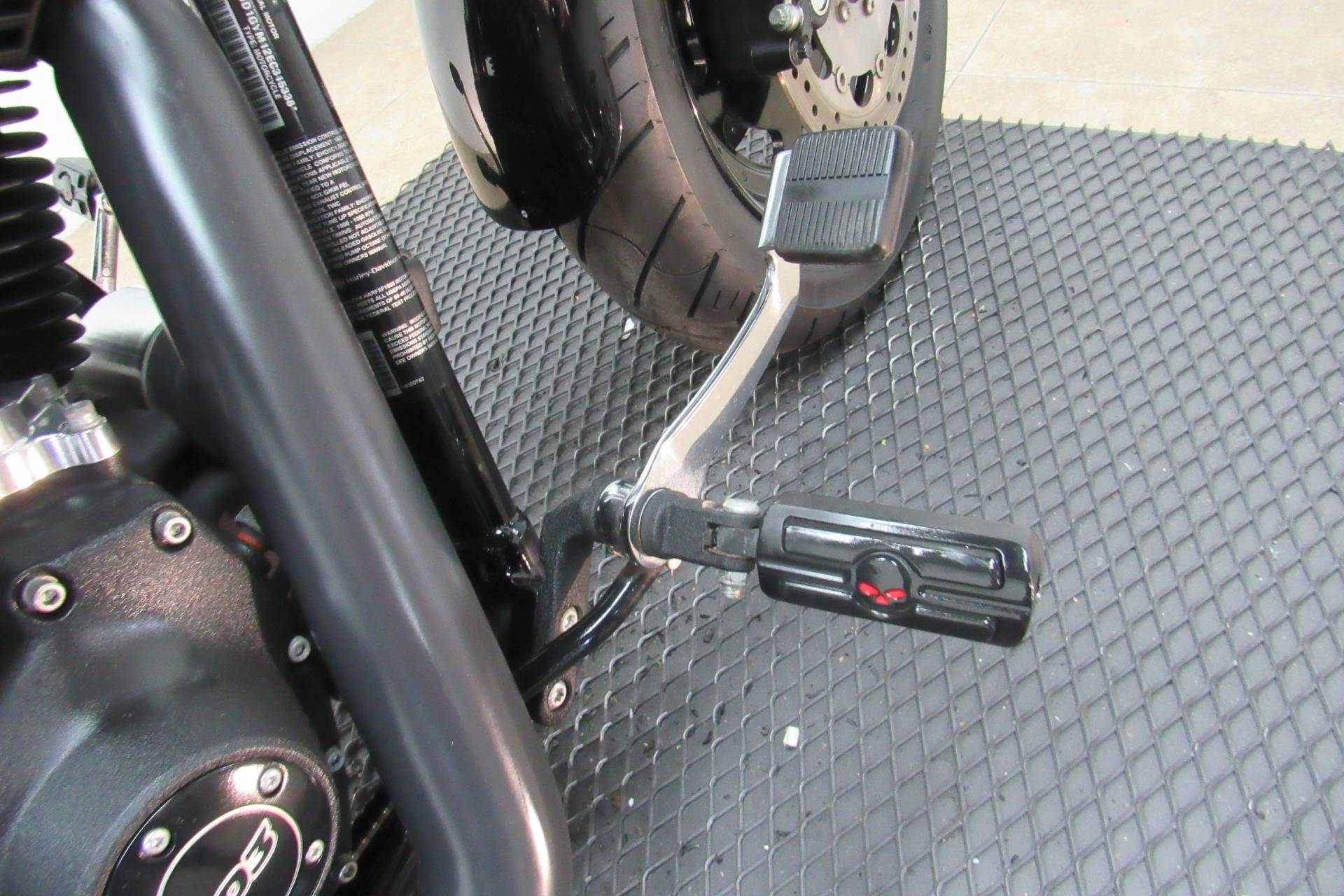 2014 Harley-Davidson Dyna® Fat Bob® in Temecula, California - Photo 11
