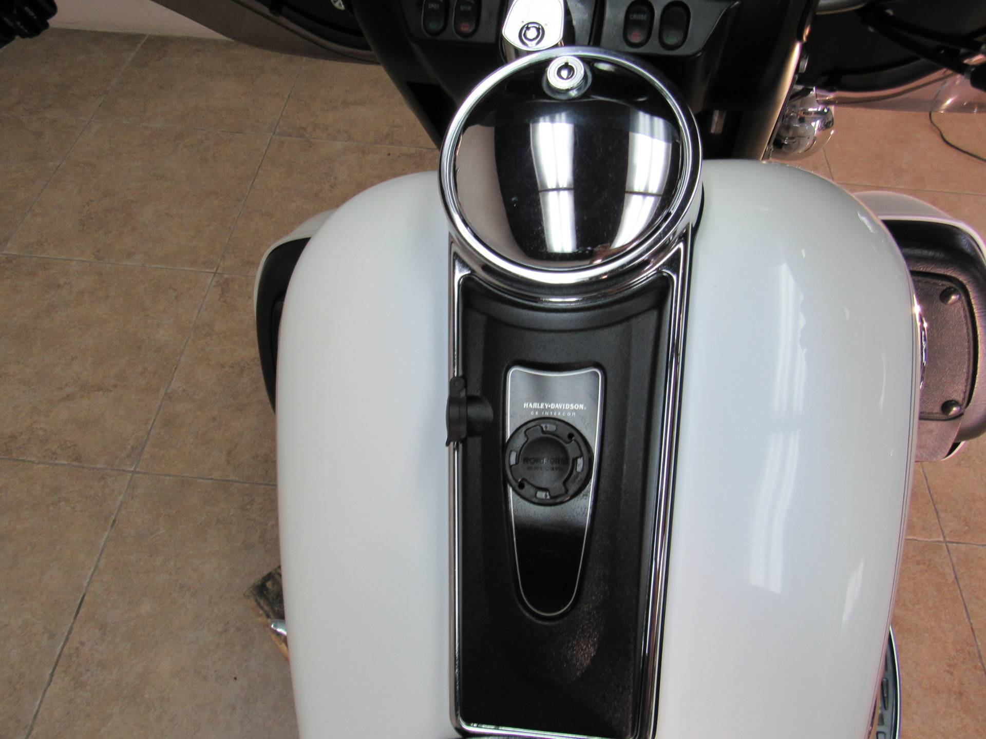 2004 Harley-Davidson FLHTCUI Ultra Classic® Electra Glide® in Temecula, California - Photo 9