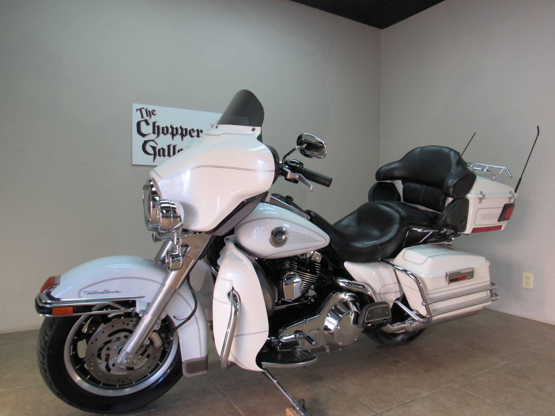 2004 Harley-Davidson FLHTCUI Ultra Classic® Electra Glide® in Temecula, California - Photo 5