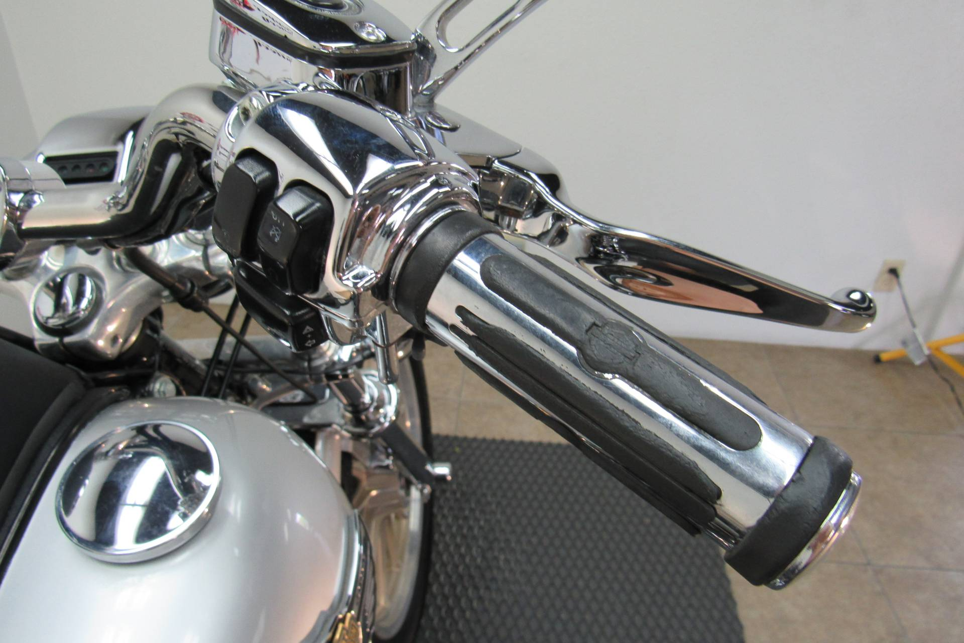 2003 Harley-Davidson FXDL Dyna Low Rider® in Temecula, California - Photo 8