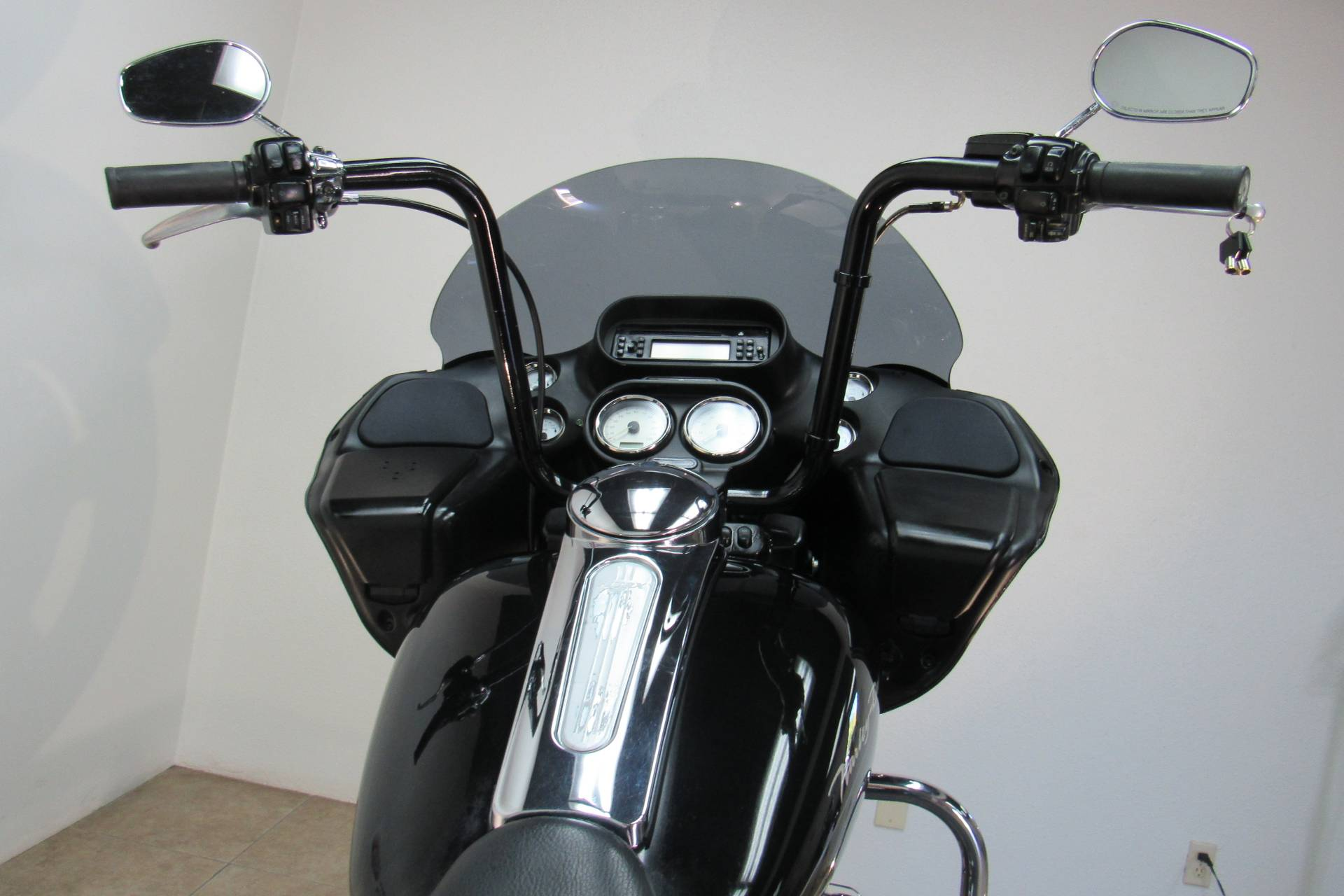2010 Harley-Davidson Road Glide® Custom in Temecula, California - Photo 6