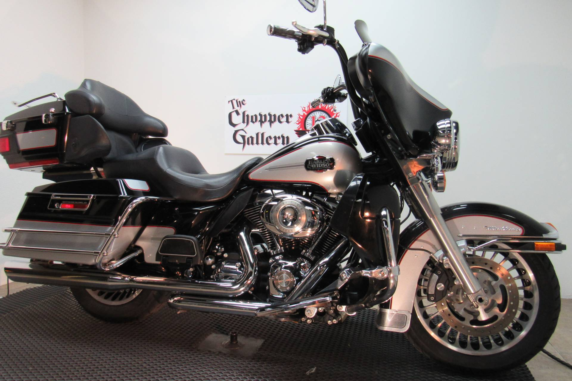 2010 Harley-Davidson Ultra Classic® Electra Glide® in Temecula, California - Photo 3