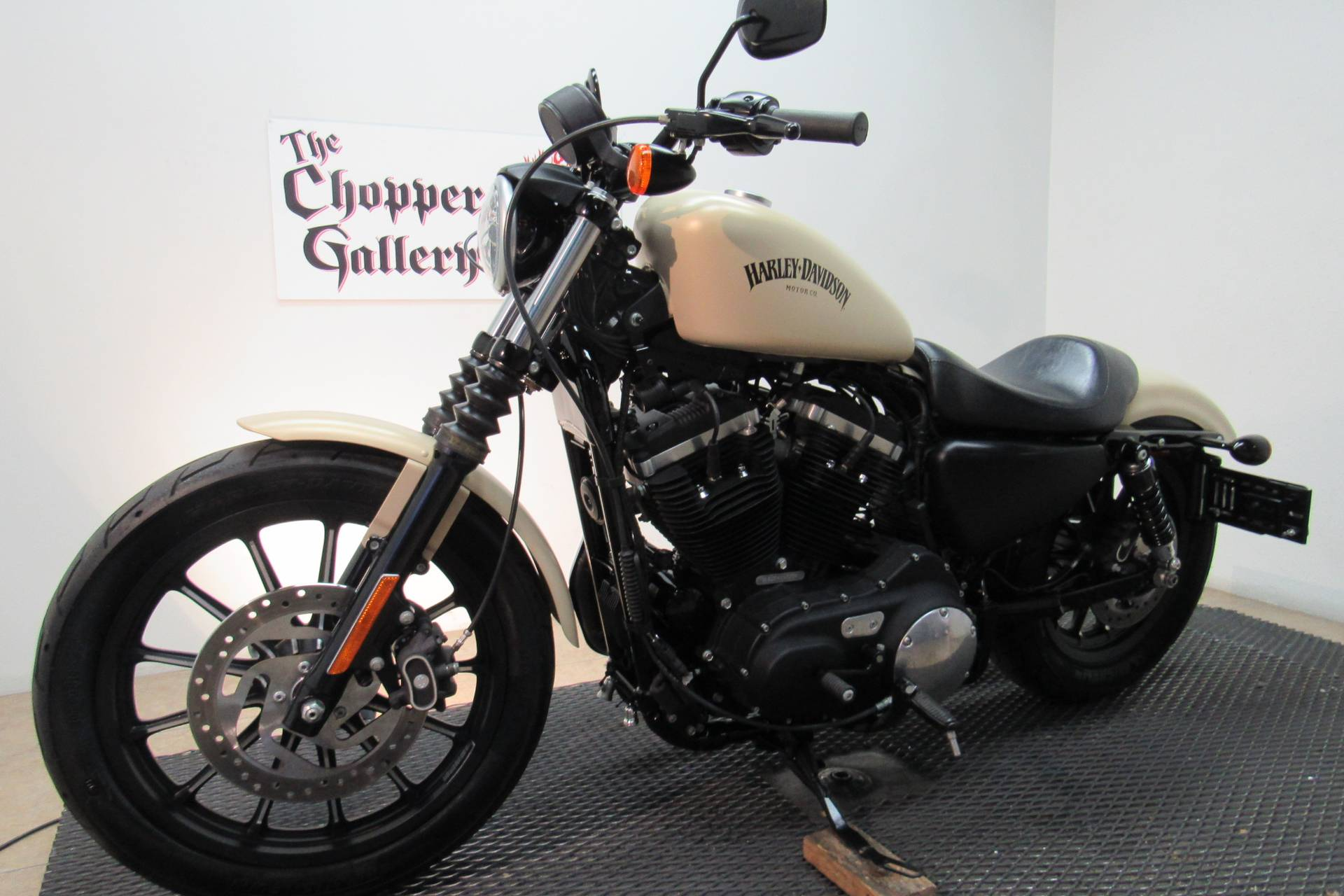 2015 Harley-Davidson Iron 883™ in Temecula, California - Photo 4