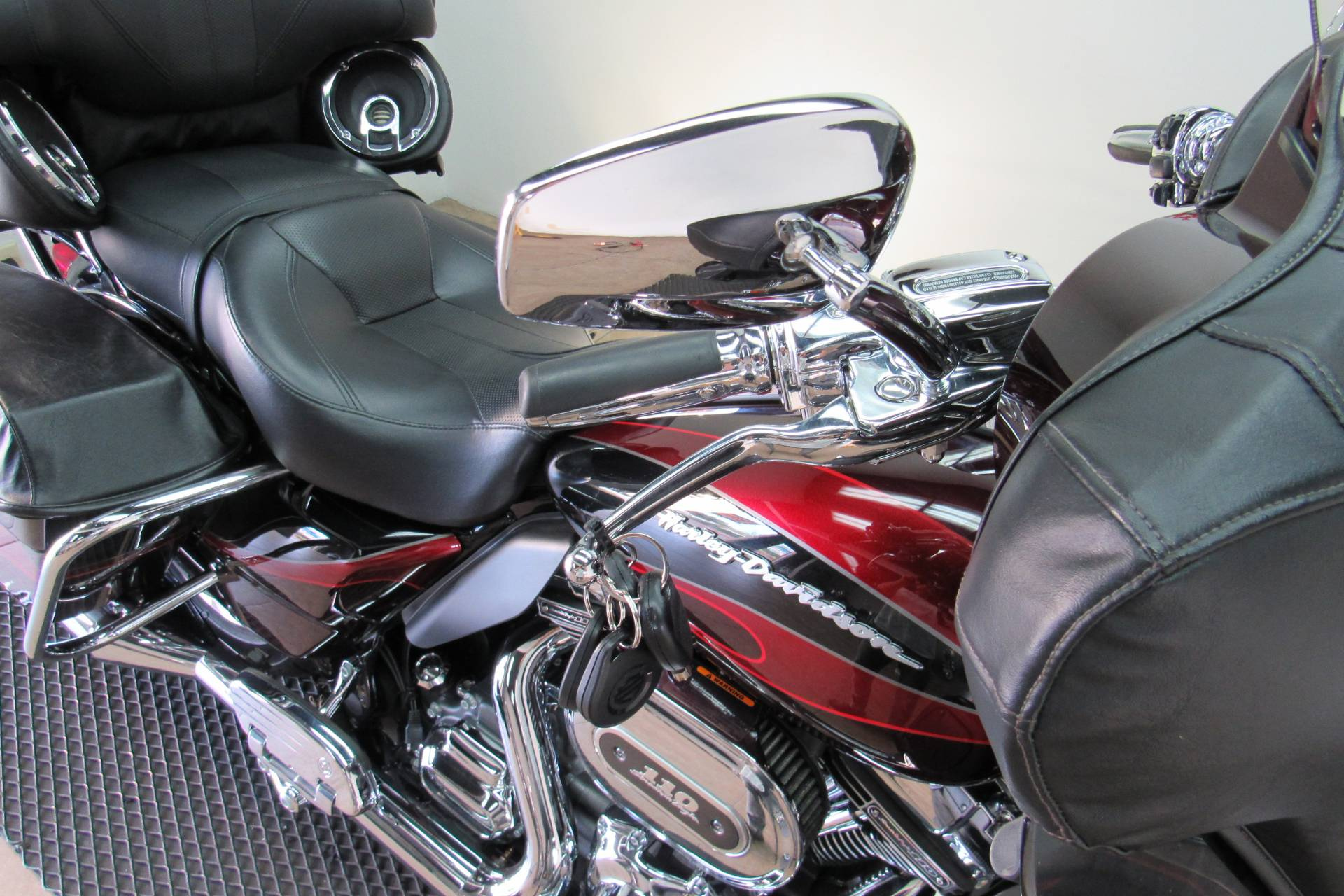 2013 Harley-Davidson CVO™ Ultra Classic® Electra Glide® in Temecula, California - Photo 15