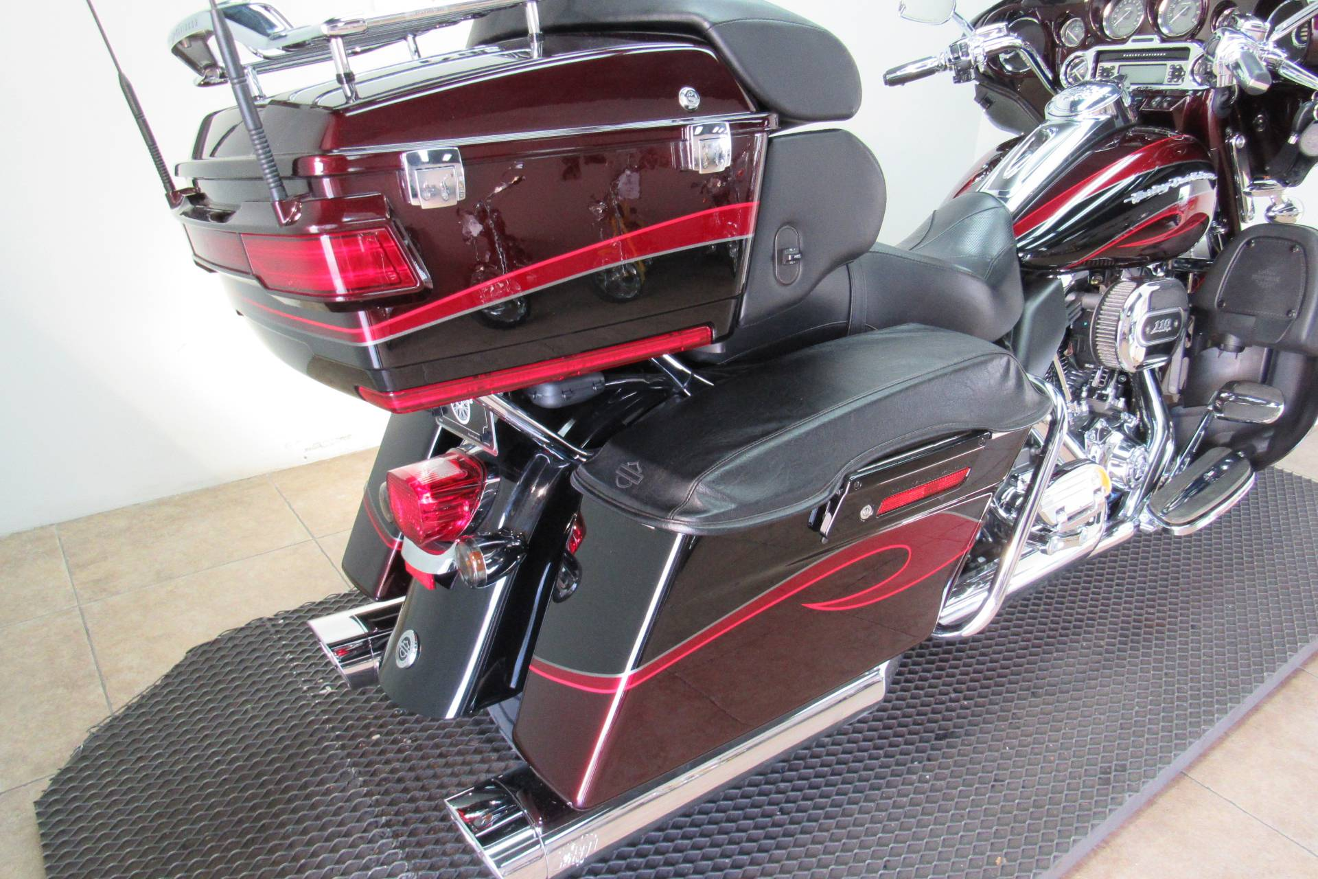 2013 Harley-Davidson CVO™ Ultra Classic® Electra Glide® in Temecula, California - Photo 20