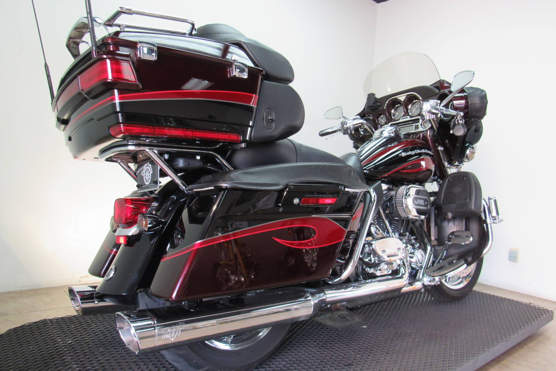 2013 Harley-Davidson CVO™ Ultra Classic® Electra Glide® in Temecula, California - Photo 25