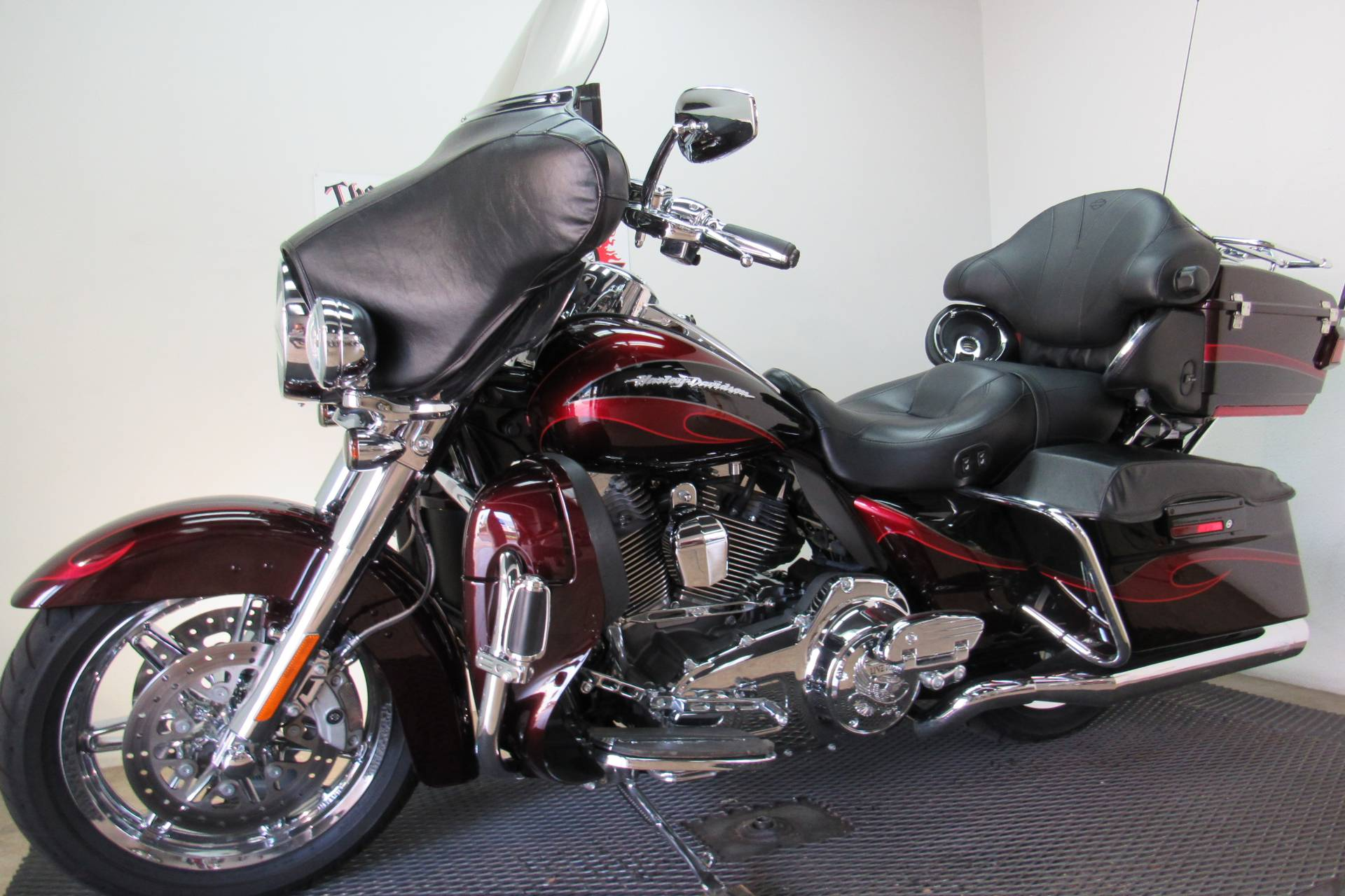 2013 Harley-Davidson CVO™ Ultra Classic® Electra Glide® in Temecula, California - Photo 4