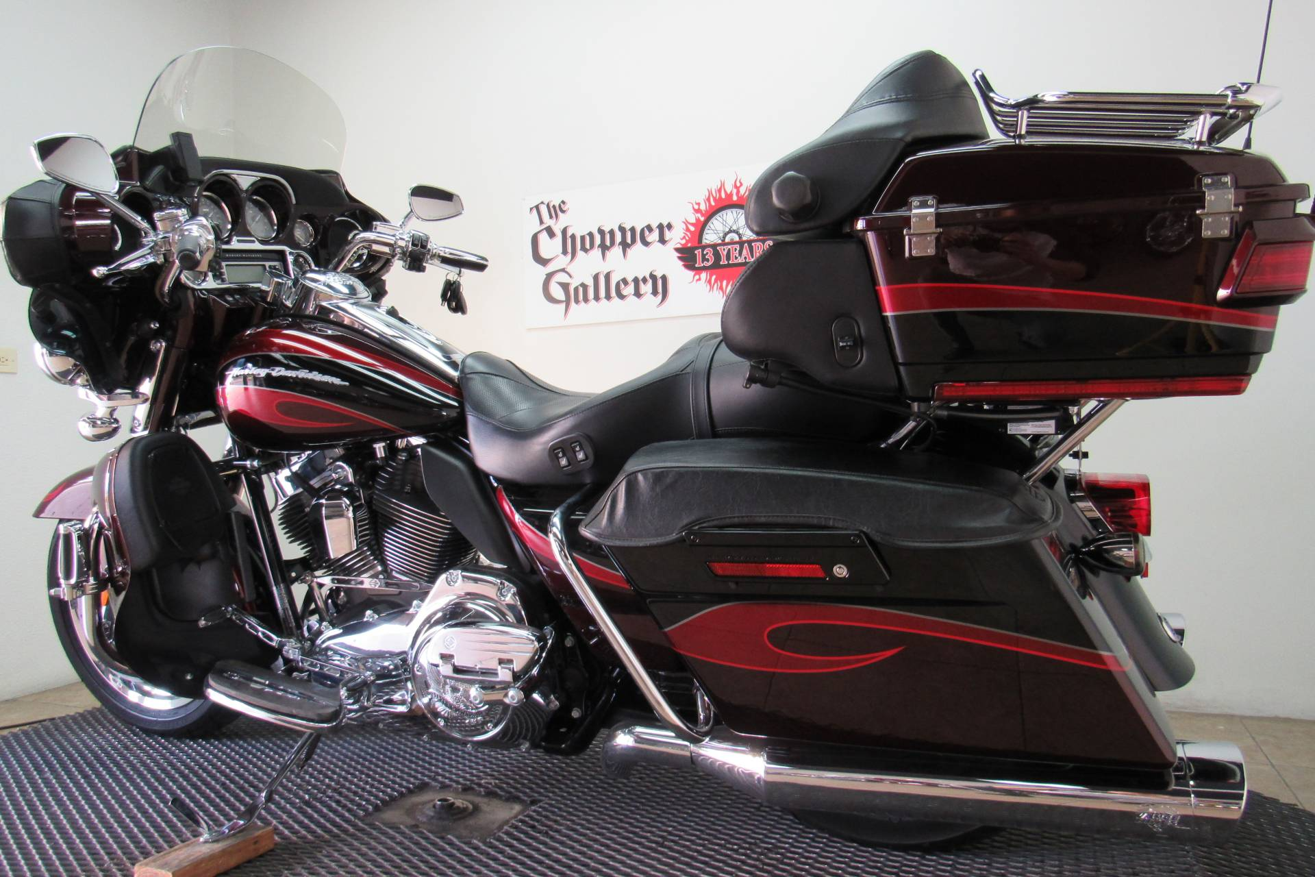2013 Harley-Davidson CVO™ Ultra Classic® Electra Glide® in Temecula, California - Photo 6