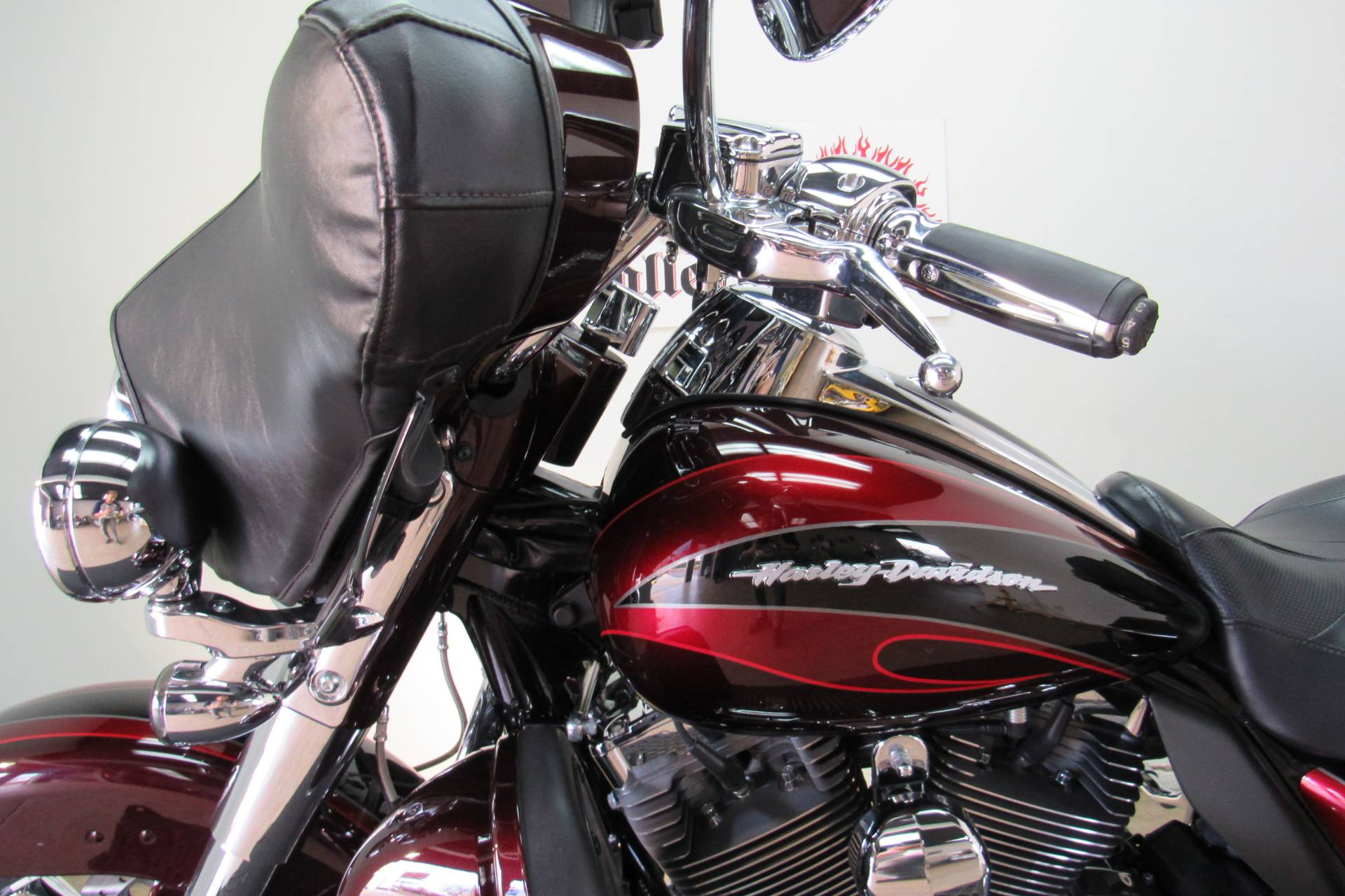 2013 Harley-Davidson CVO™ Ultra Classic® Electra Glide® in Temecula, California - Photo 10