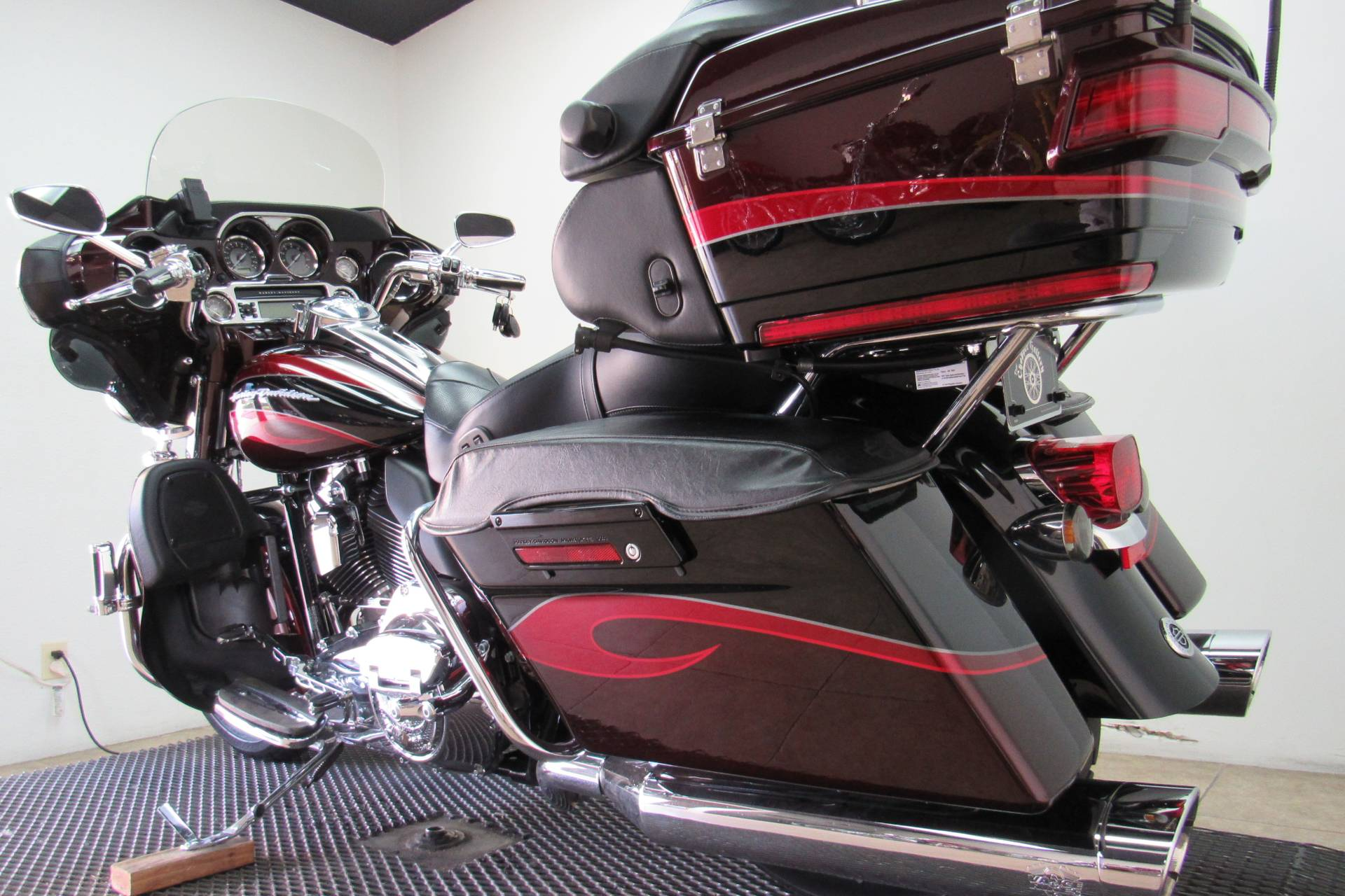 2013 Harley-Davidson CVO™ Ultra Classic® Electra Glide® in Temecula, California - Photo 30