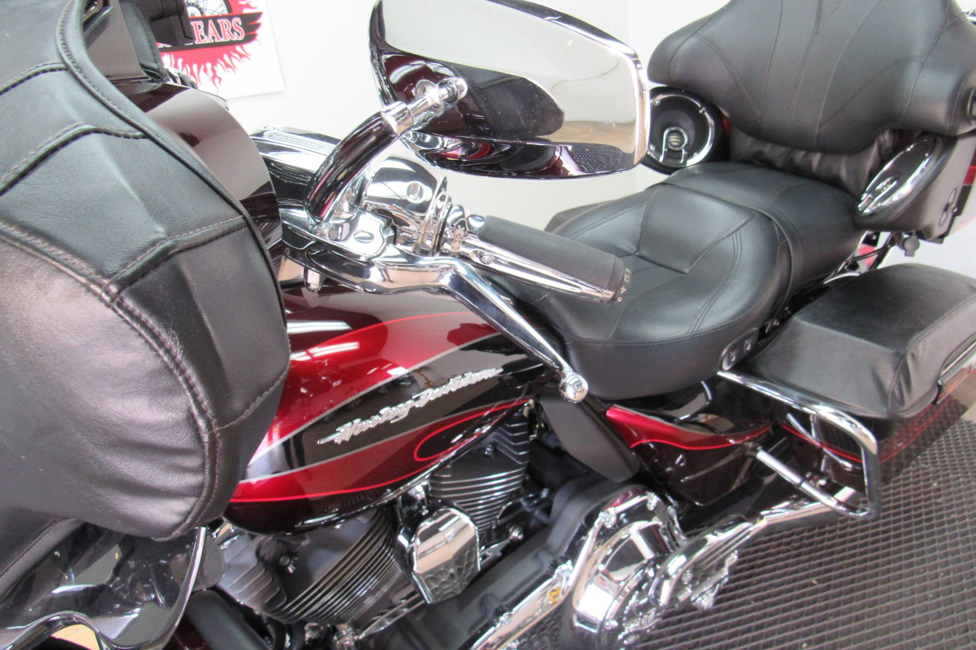 2013 Harley-Davidson CVO™ Ultra Classic® Electra Glide® in Temecula, California - Photo 31