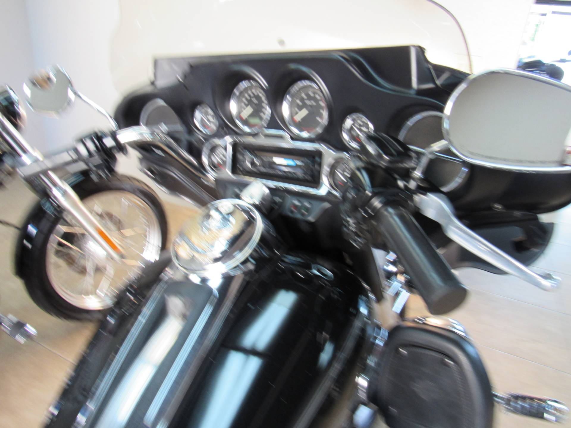 2010 Harley-Davidson Ultra Classic® Electra Glide® in Temecula, California - Photo 10