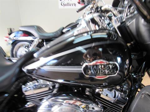 2010 Harley-Davidson Ultra Classic® Electra Glide® in Temecula, California - Photo 11