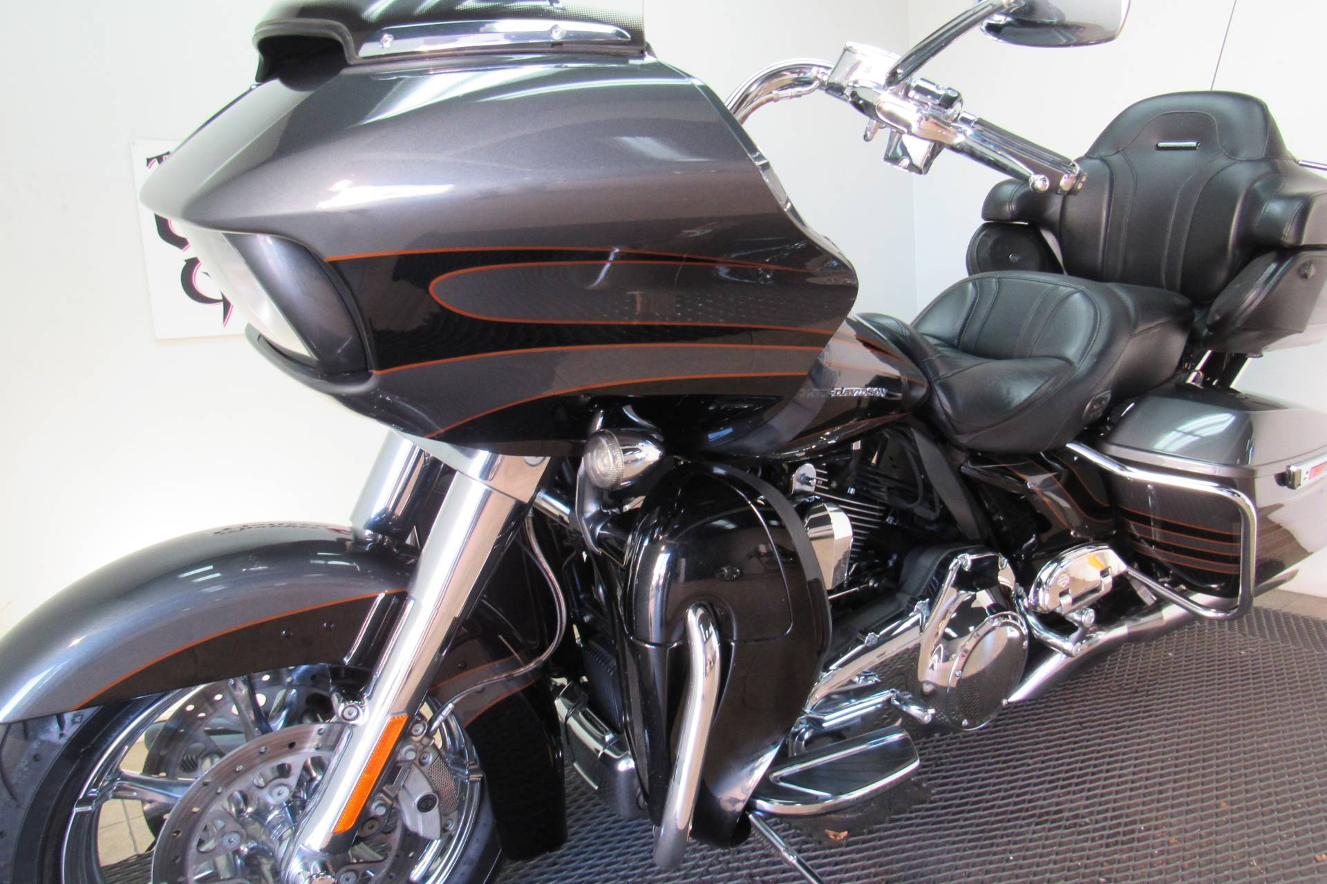 2016 Harley-Davidson CVO™ Road Glide™ Ultra in Temecula, California - Photo 38