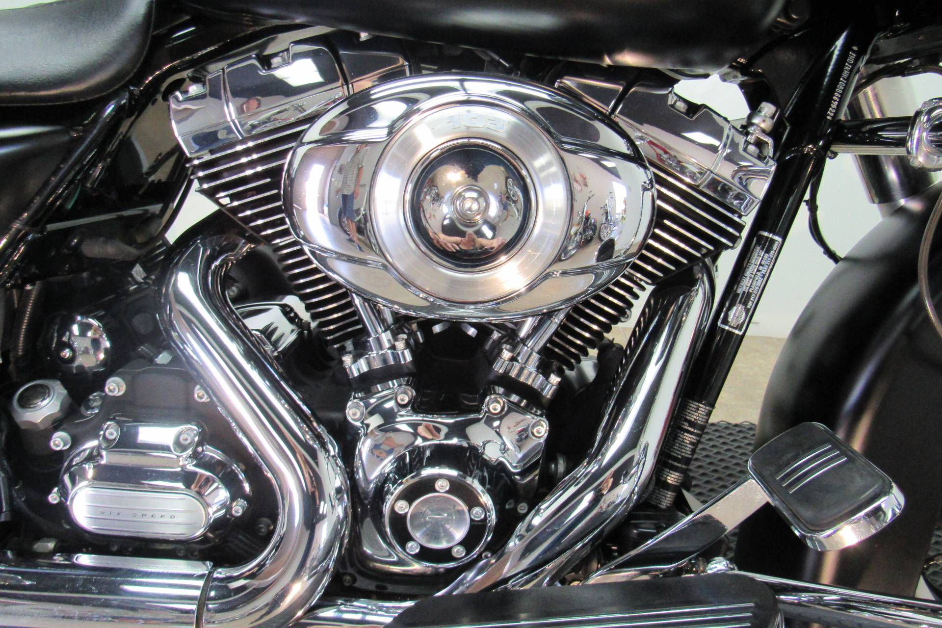 2011 Harley-Davidson Road Glide® Custom in Temecula, California - Photo 8