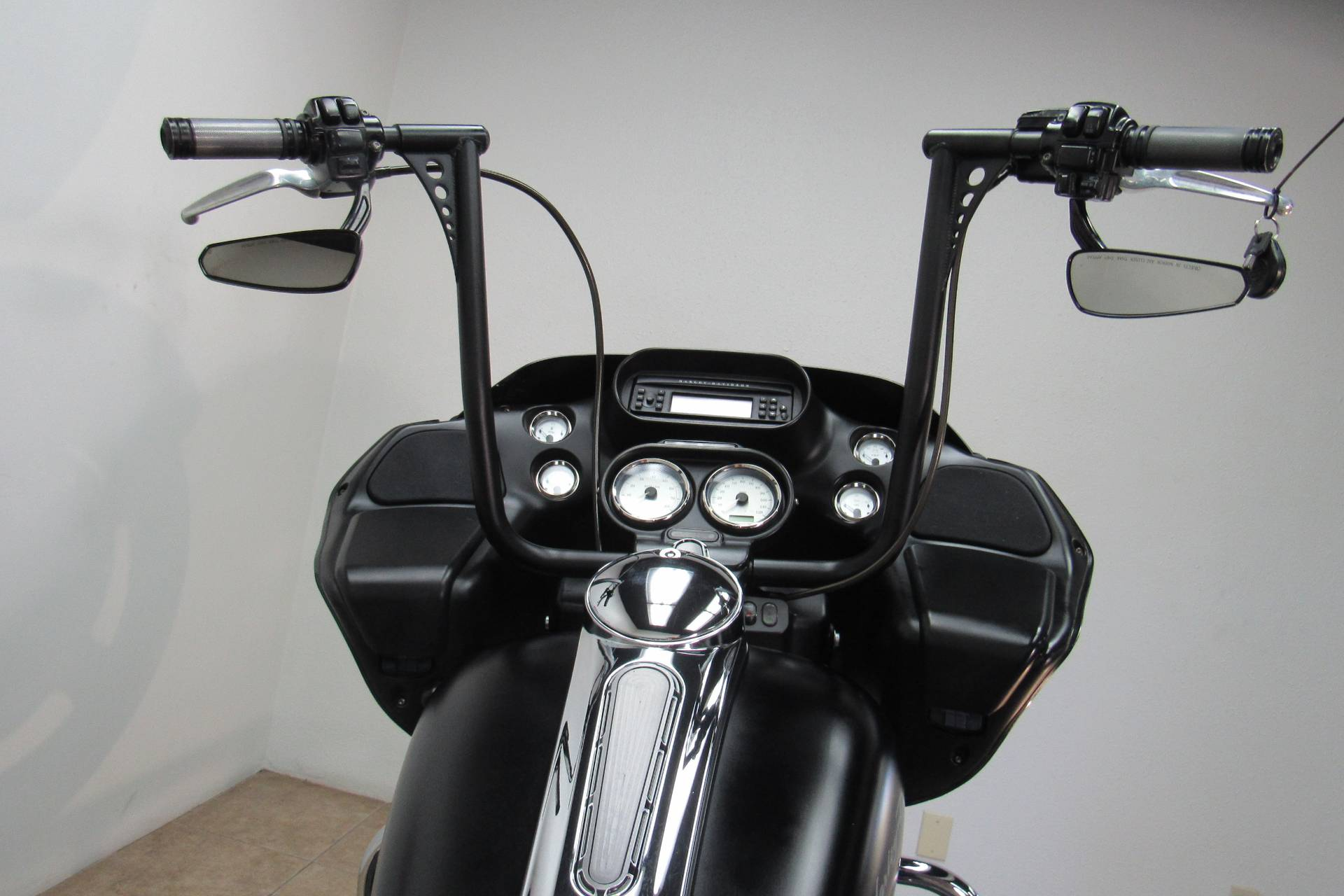 2011 Harley-Davidson Road Glide® Custom in Temecula, California - Photo 6