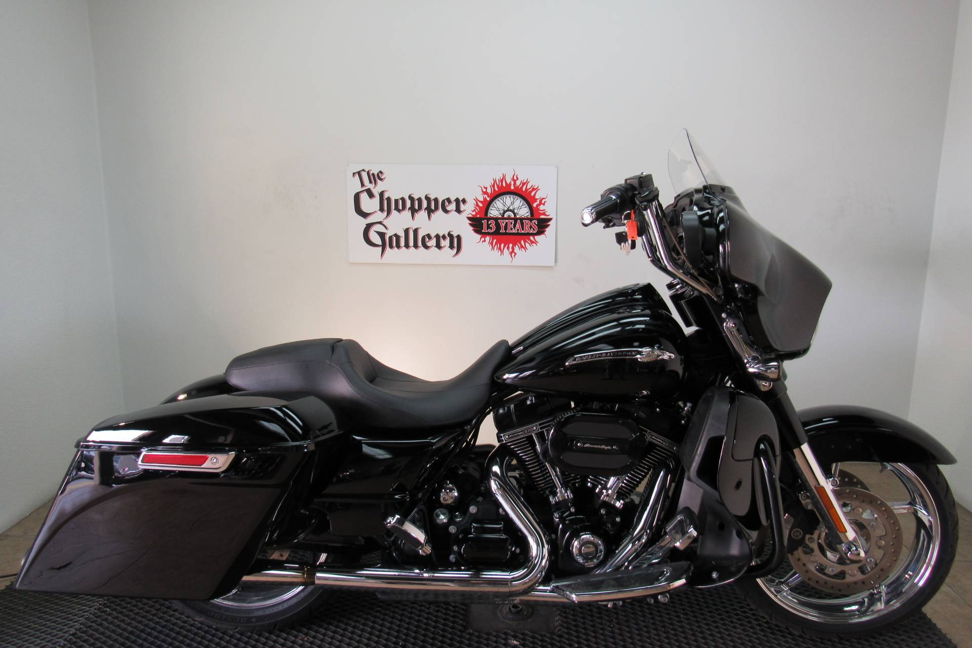 2015 Harley-Davidson CVO™ Street Glide® in Temecula, California - Photo 4