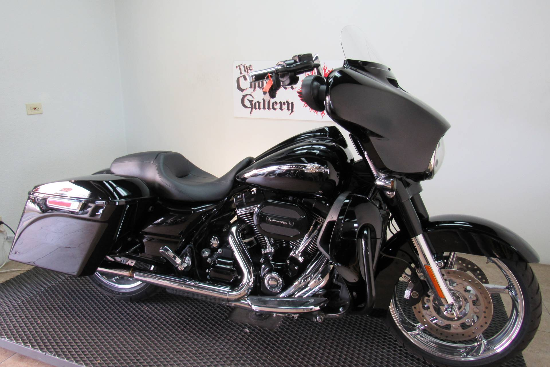 2015 Harley-Davidson CVO™ Street Glide® in Temecula, California - Photo 6