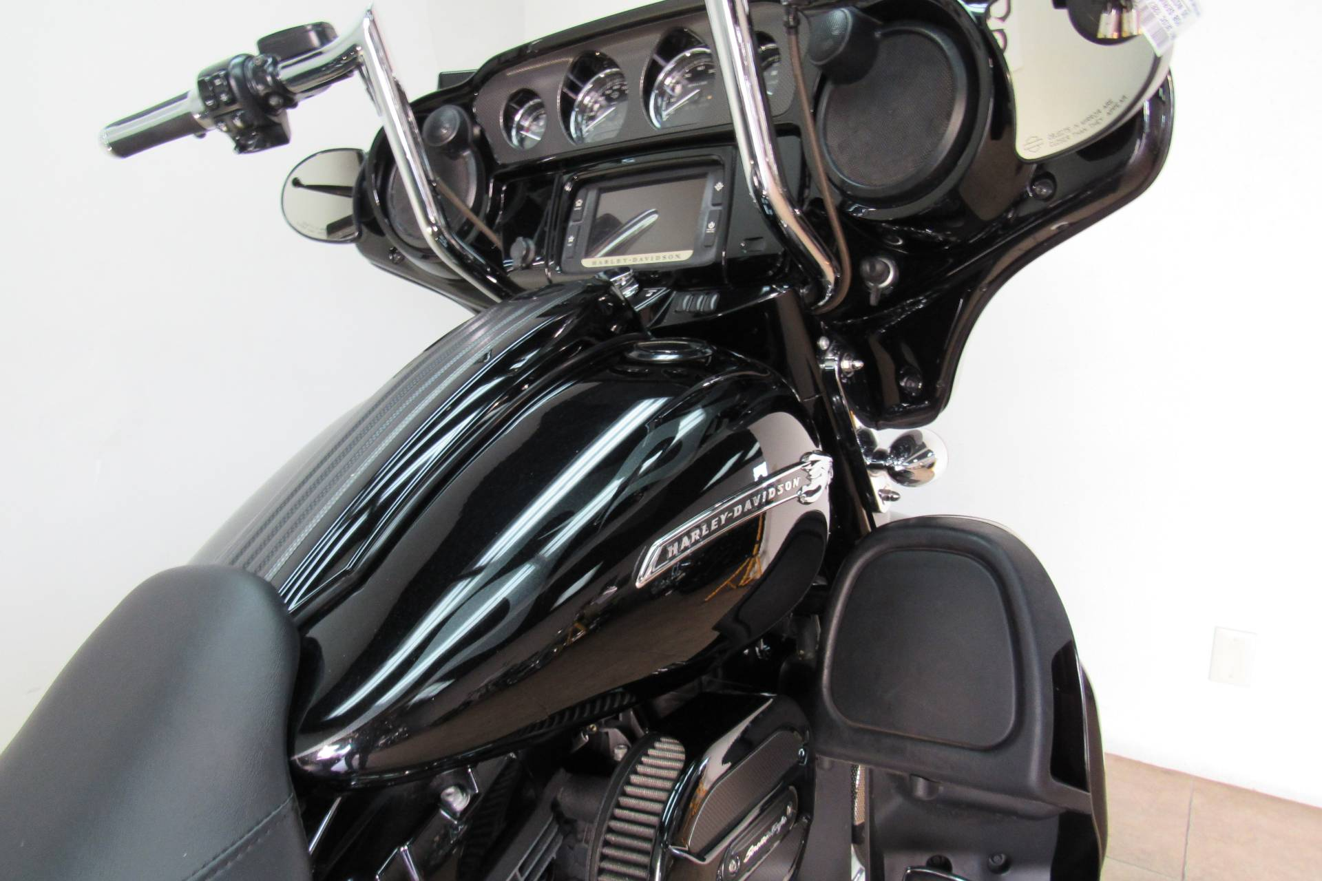 2015 Harley-Davidson CVO™ Street Glide® in Temecula, California - Photo 15