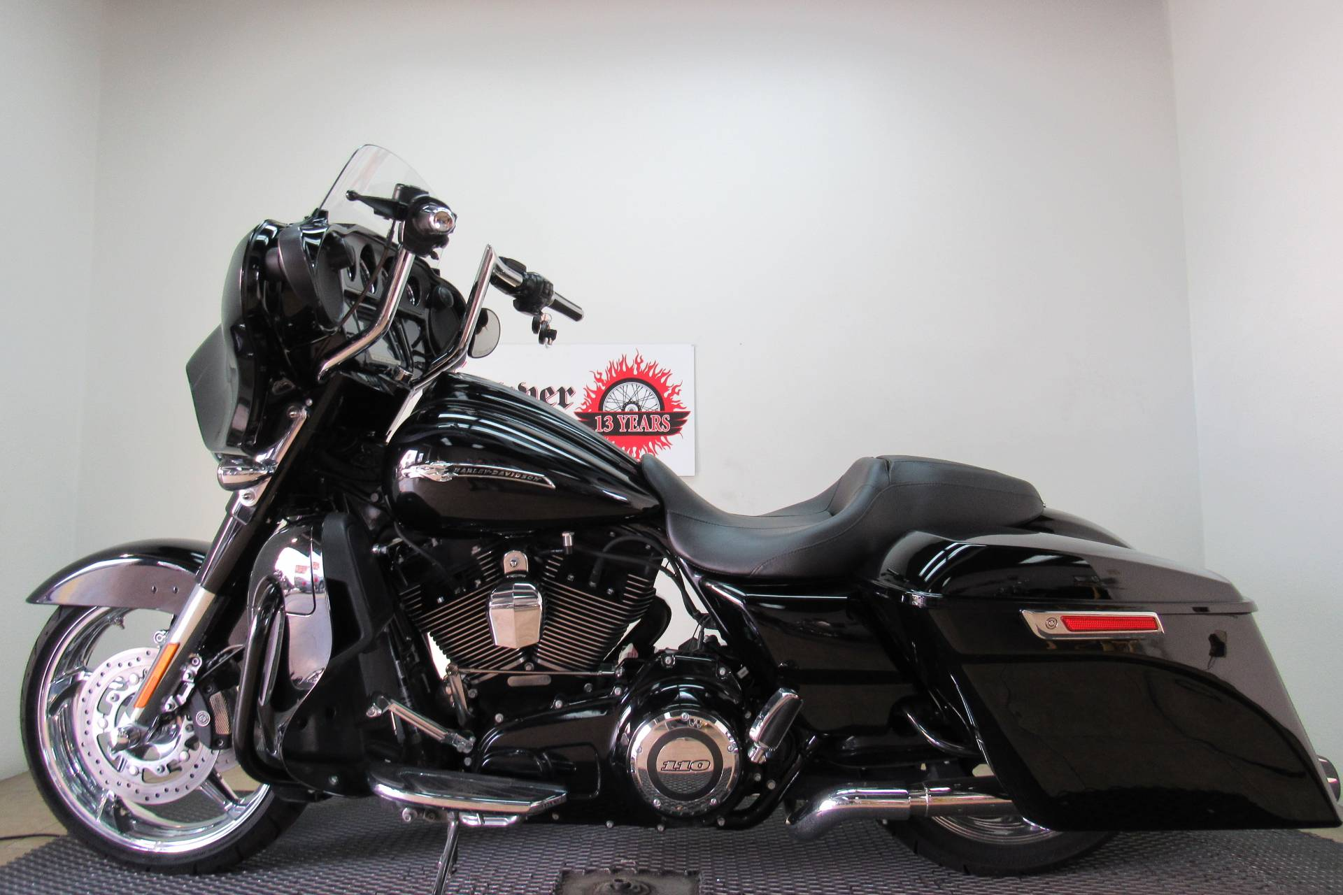 2015 Harley-Davidson CVO™ Street Glide® in Temecula, California - Photo 5