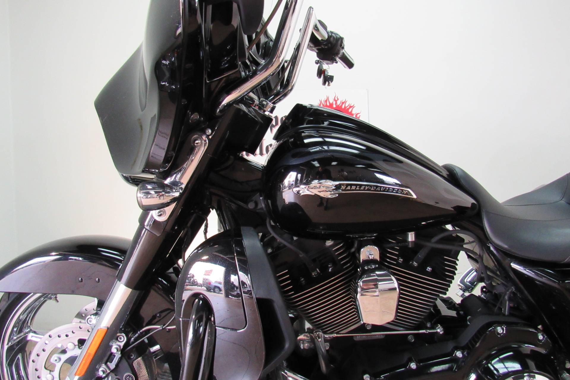 2015 Harley-Davidson CVO™ Street Glide® in Temecula, California - Photo 8