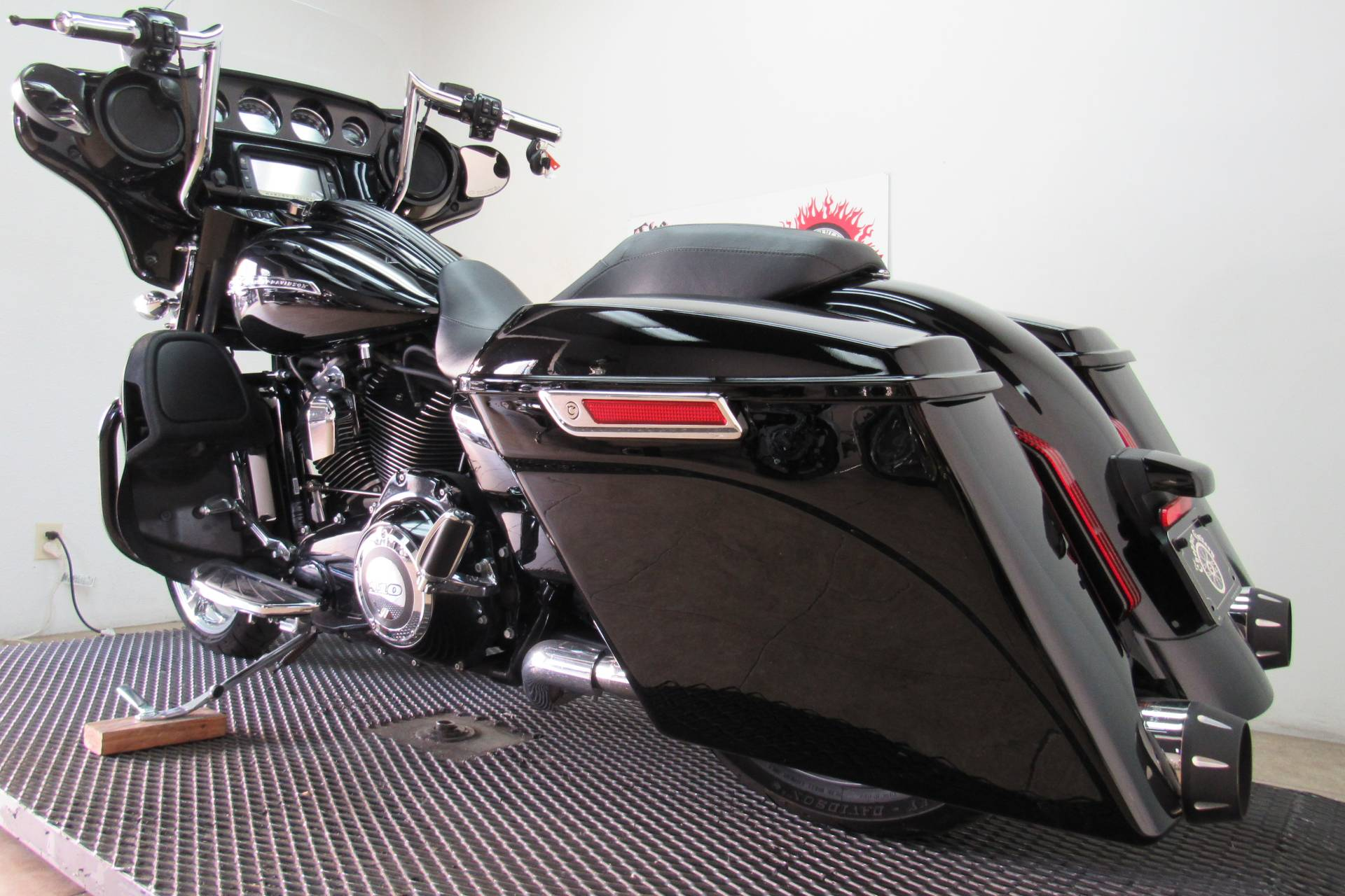 2015 Harley-Davidson CVO™ Street Glide® in Temecula, California - Photo 26