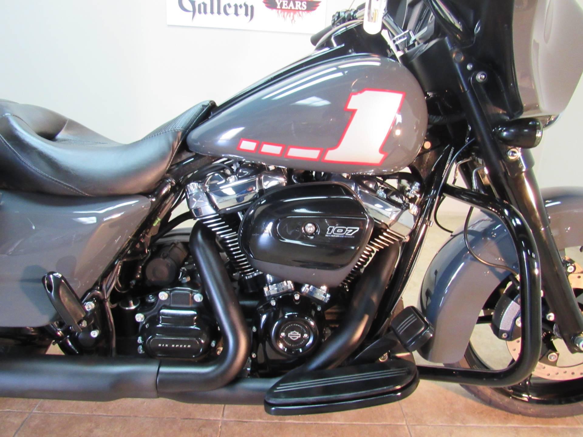 2018 Harley-Davidson Street Glide Special 10