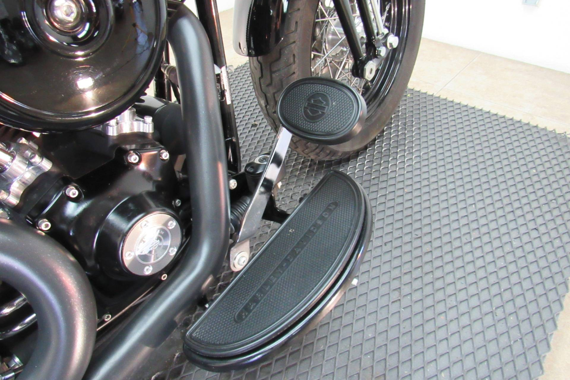 2010 Harley-Davidson Softail® Cross Bones™ in Temecula, California - Photo 15