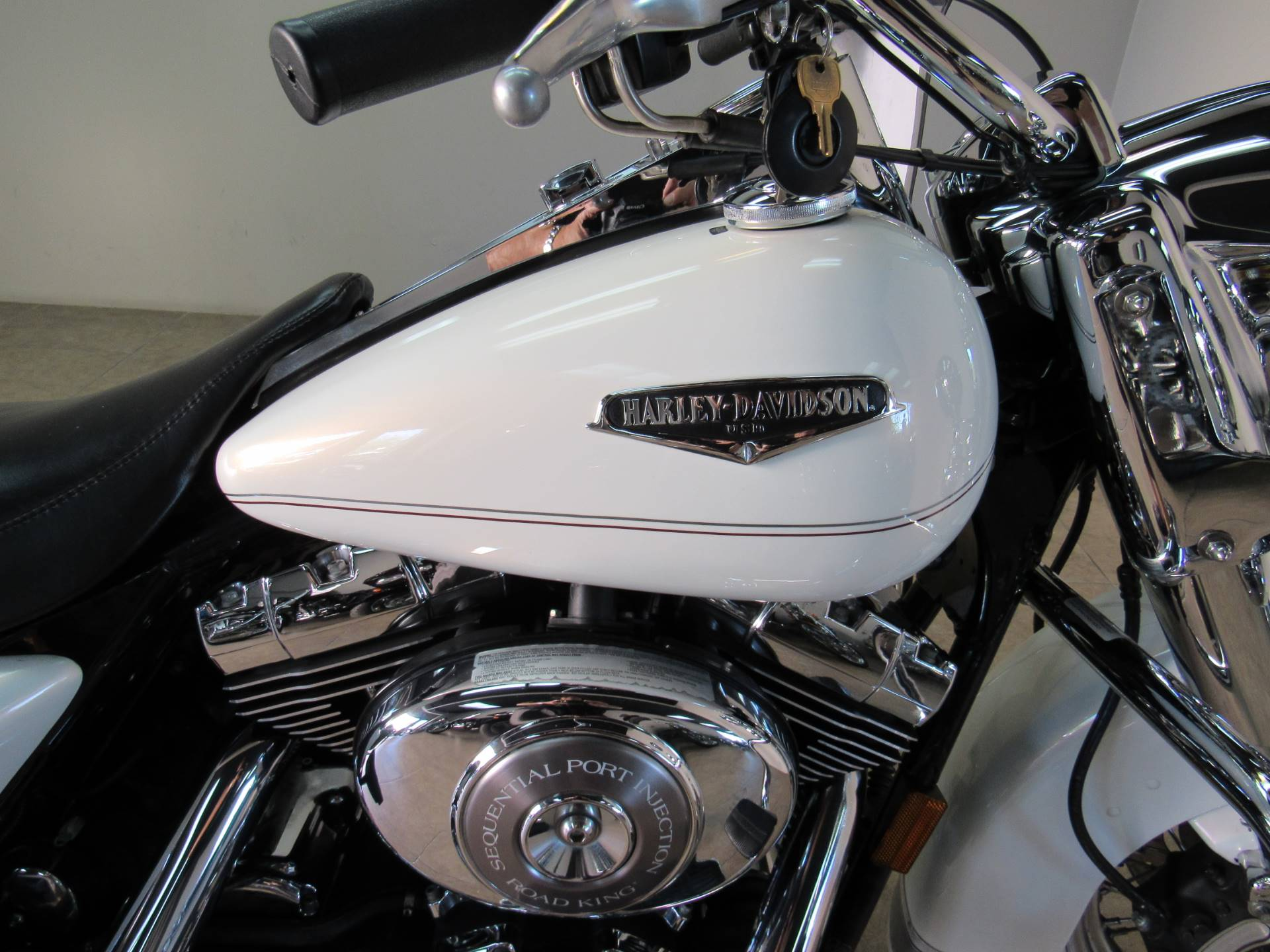 2002 Harley-Davidson FLHRCI Road King® Classic in Temecula, California - Photo 6