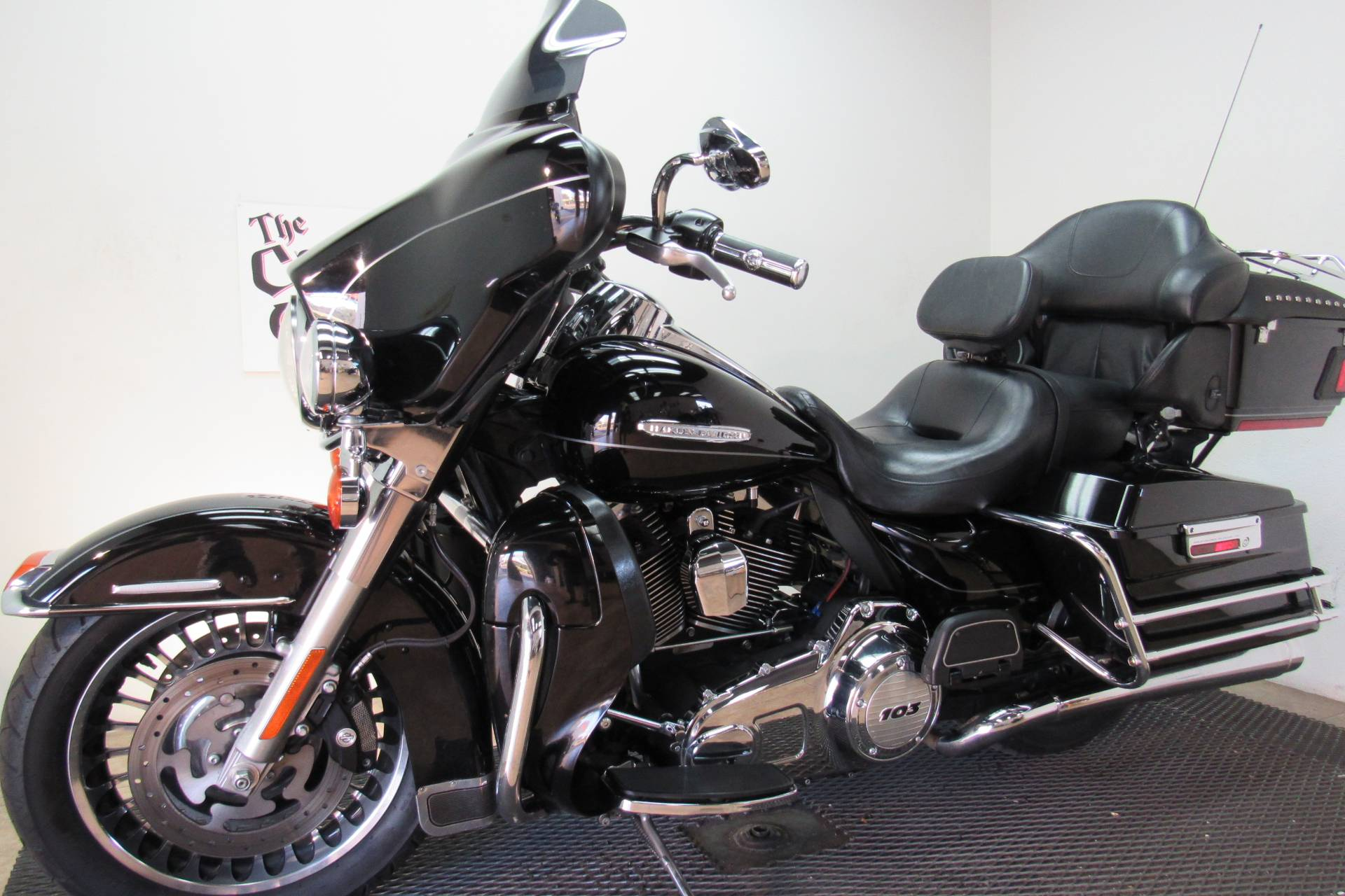 2011 Harley-Davidson Electra Glide® Ultra Limited in Temecula, California - Photo 2