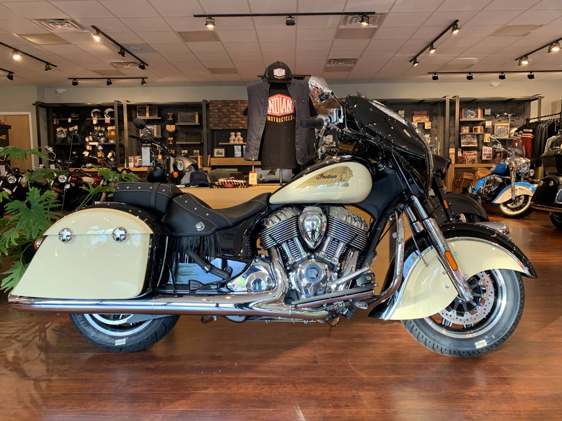 2019 Indian Chieftain® Classic ABS in Fredericksburg, Virginia - Photo 1