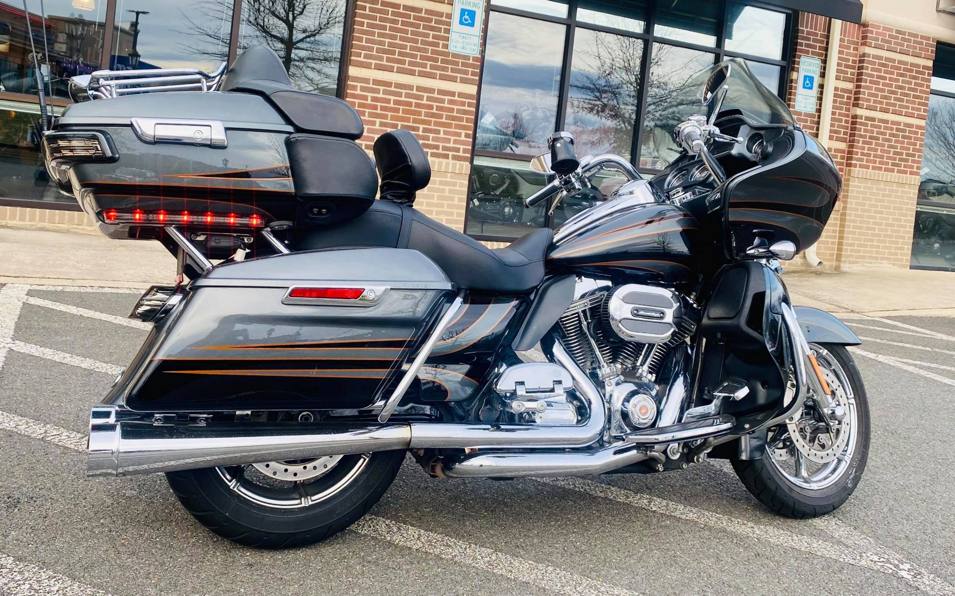 2016 Harley-Davidson CVO™ Road Glide™ Ultra in Fredericksburg, Virginia - Photo 11