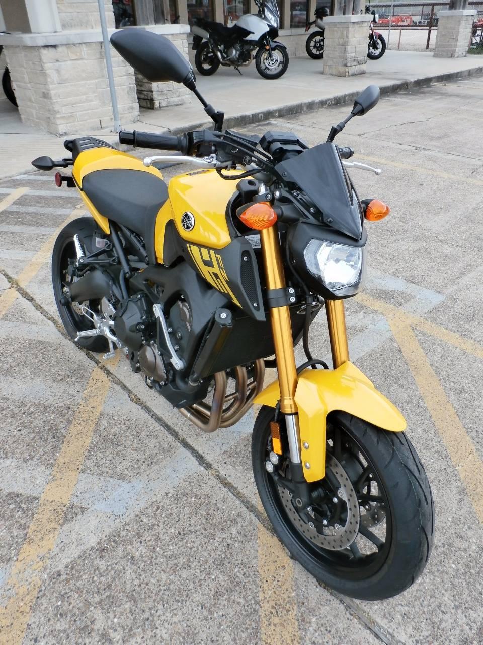 2015 Yamaha FZ-09 2