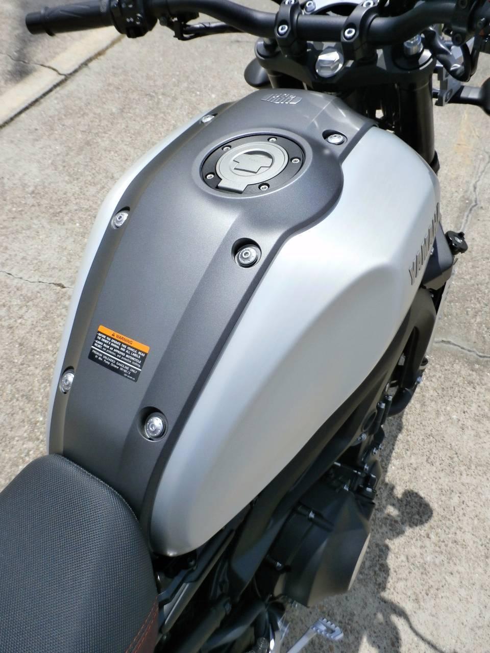 2016 Yamaha XSR900 11