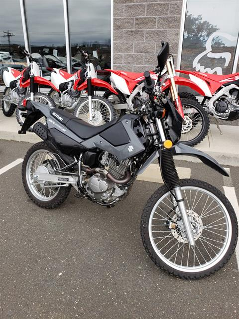 2016 Suzuki DR200S in Danbury, Connecticut