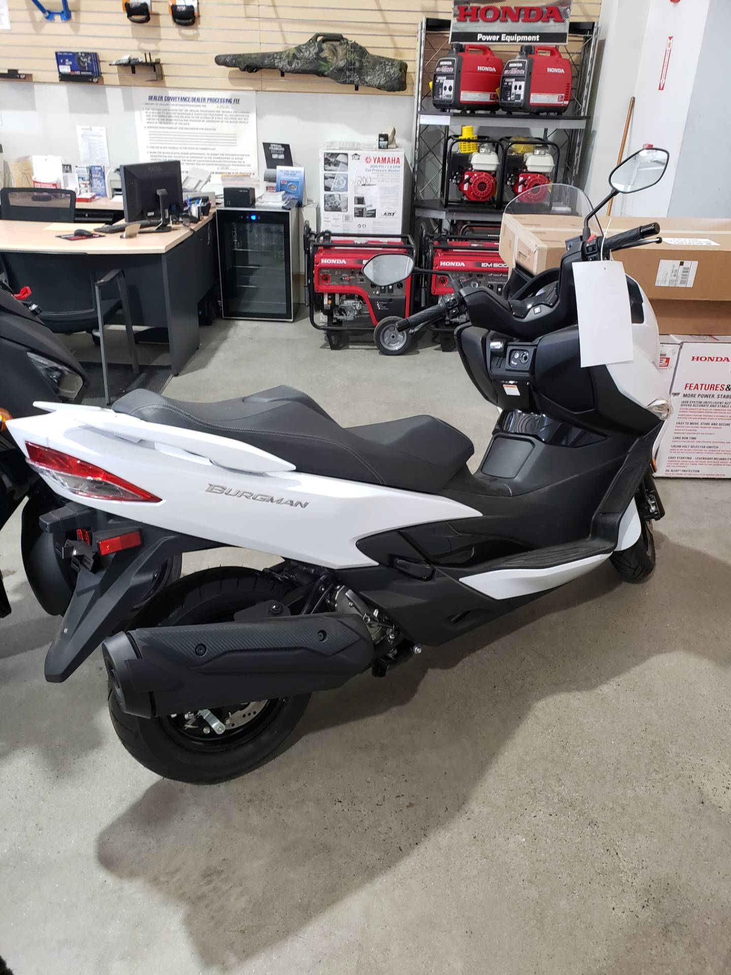 2018 Suzuki Burgman 400 ABS in Danbury, Connecticut - Photo 2