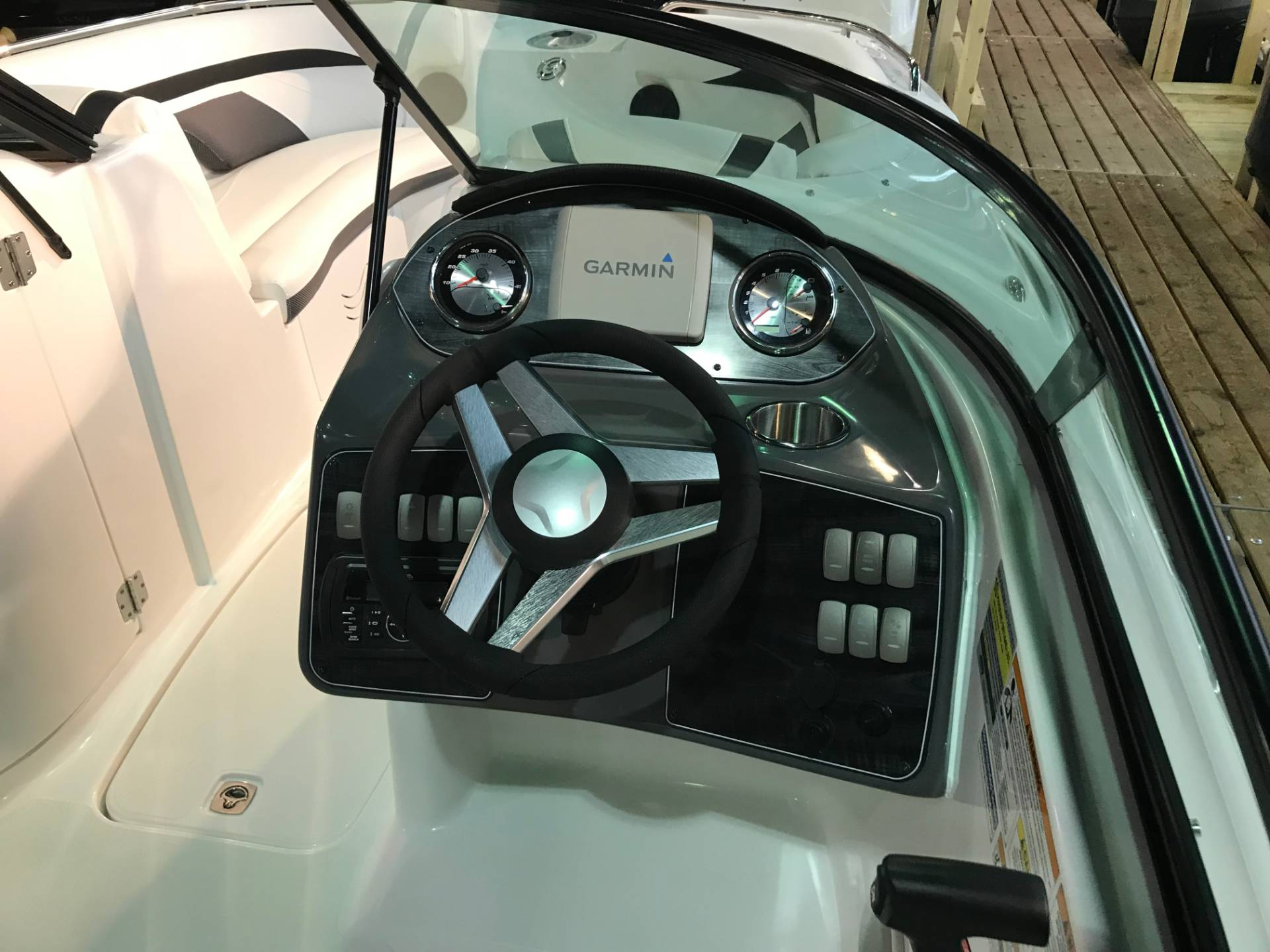 2018 Hurricane SunDeck 2200 DC OB in Bridgeport, New York - Photo 5