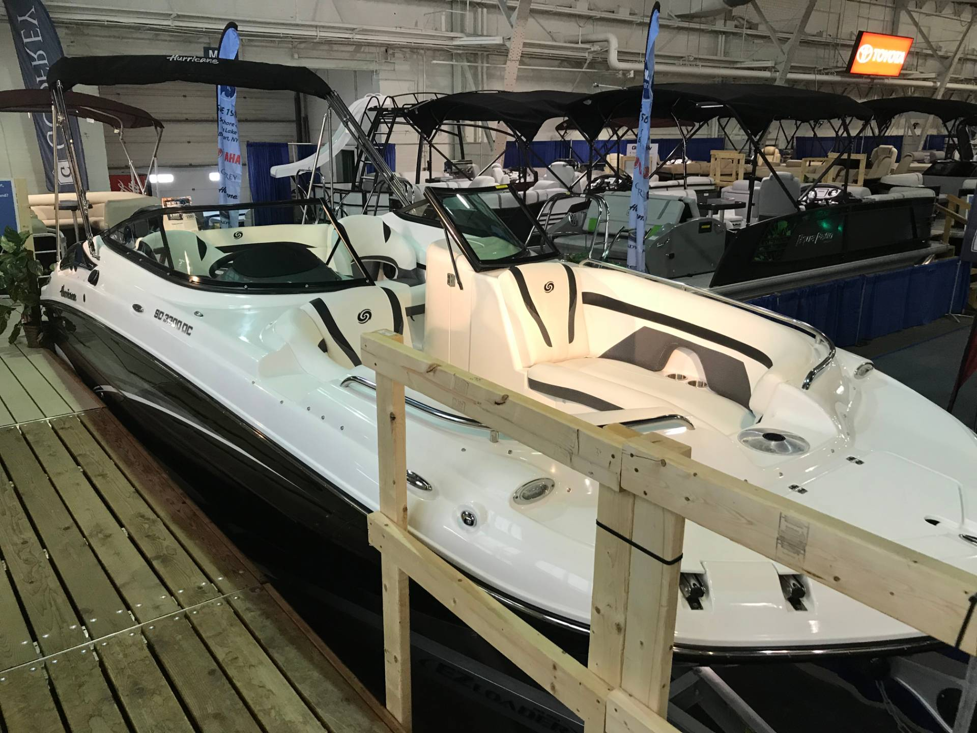 2018 Hurricane SunDeck 2200 DC OB in Bridgeport, New York - Photo 8