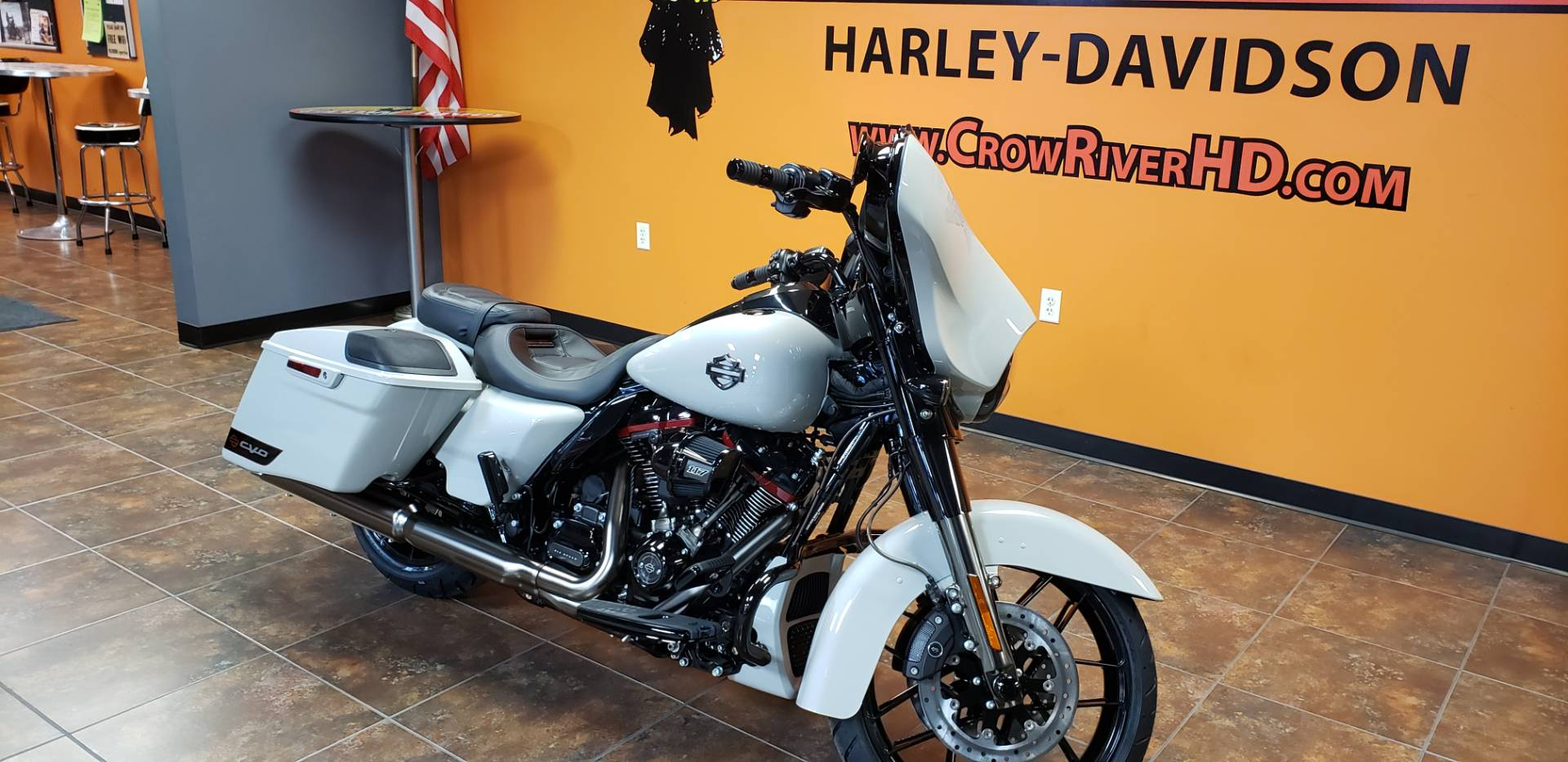 2020 Harley-Davidson CVO™ Street Glide® in Delano, Minnesota - Photo 2